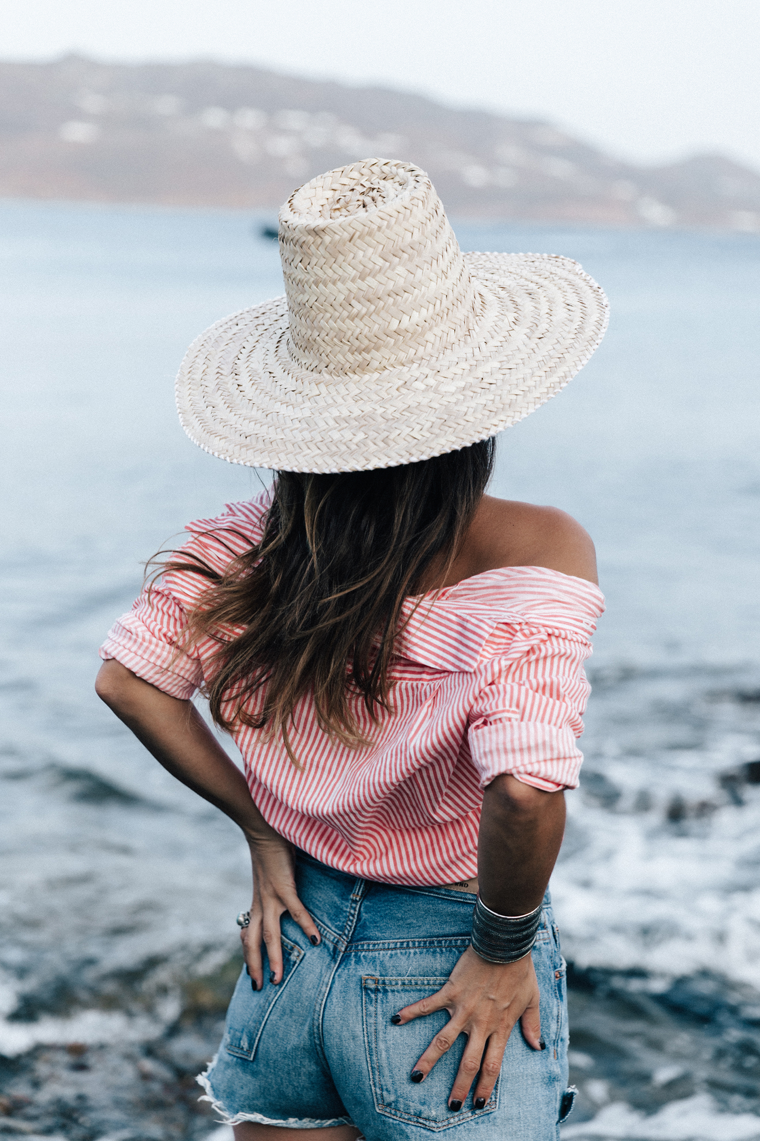 Mykonos-Collage_on_The_Road-Striped_Shirt-GRLFRND_Shorts-Straw_Hat-Denim-Espadrilles-Soludos_Escapes-Greece-Outfit-76