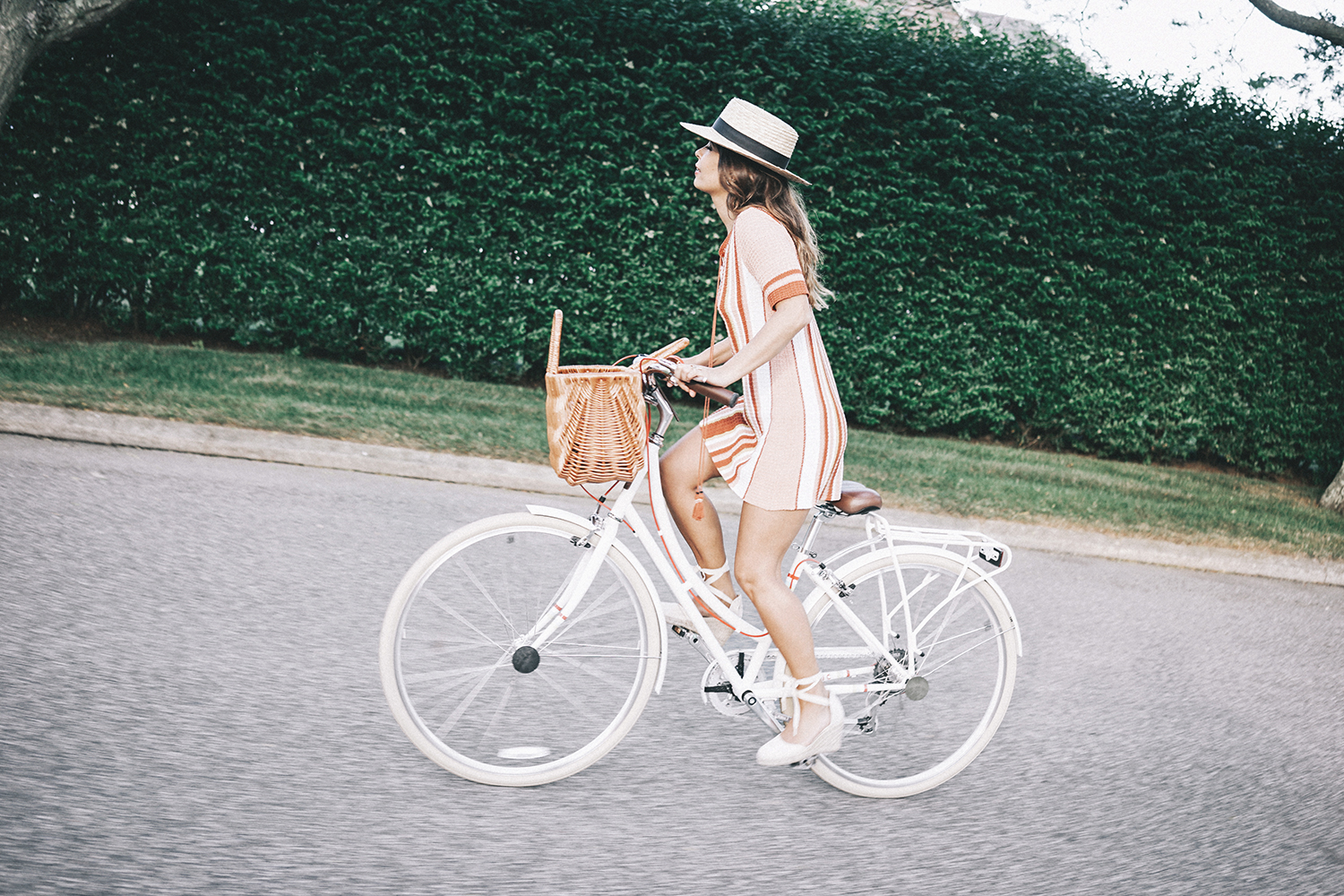 Revolve_in_The_Hamptons-Revolve_Clothing-Collage_Vintage-Free_People_Lace_Dress-Knitted_Dress-Soludos_Espadrilles-Canotier-Hat-Outfit-116