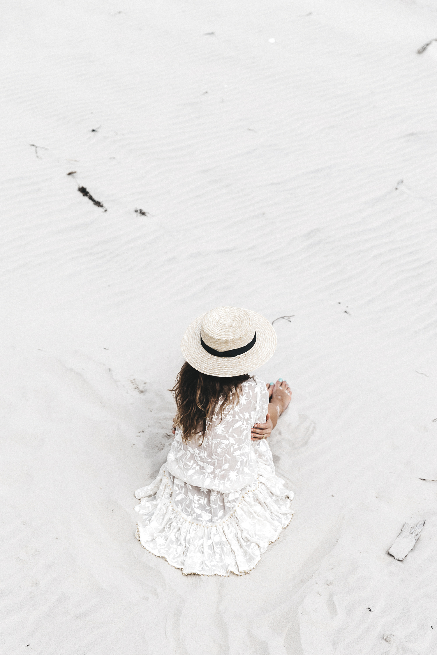 Revolve_in_The_Hamptons-Zimmermann-Embroidered_Dress-WHite_Dress-Chloe_Fay_Bag-Chloe_Wedges-Outfit-62
