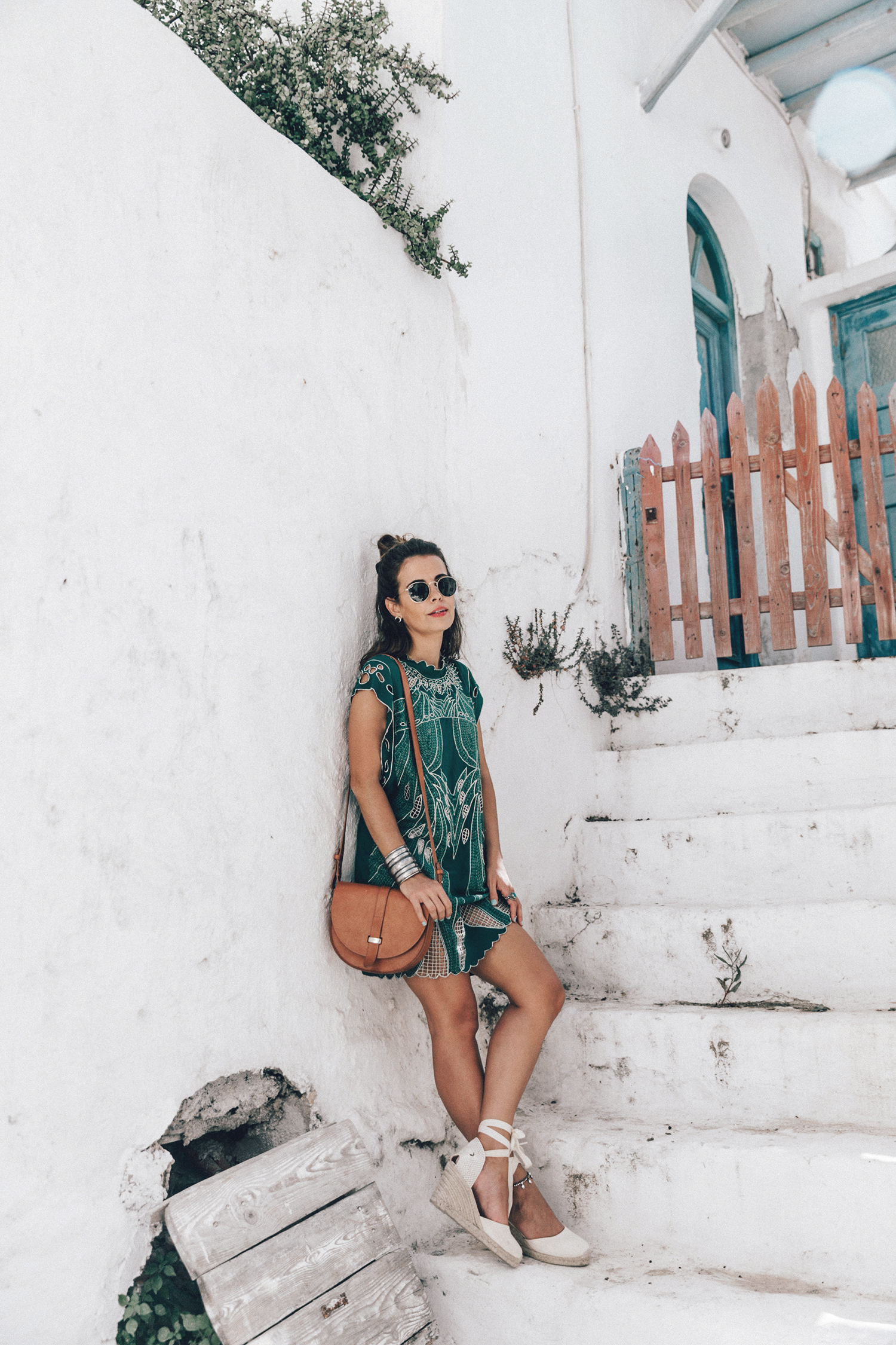 Tularosa_Dress-Soludos_Escapes-Soludos_Espadrilles-Sezane_Bag-Leather_Crossbody_Bag-Boho_Outfit-Look-Ray_Ban-Street_Style-Mykonos-Greece-Collage_Vintage-12-Recuperado