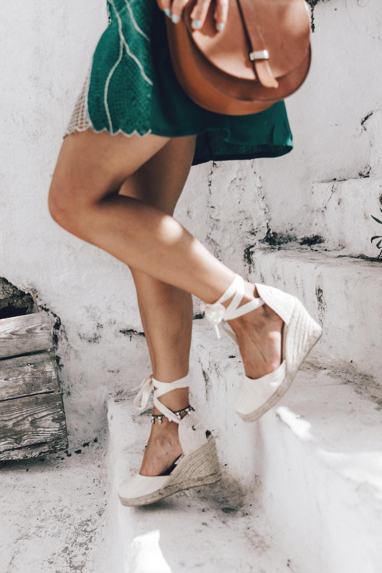 Tularosa_Dress-Soludos_Escapes-Soludos_Espadrilles-Sezane_Bag-Leather_Crossbody_Bag-Boho_Outfit-Look-Ray_Ban-Street_Style-Mykonos-Greece-Collage_Vintage-13