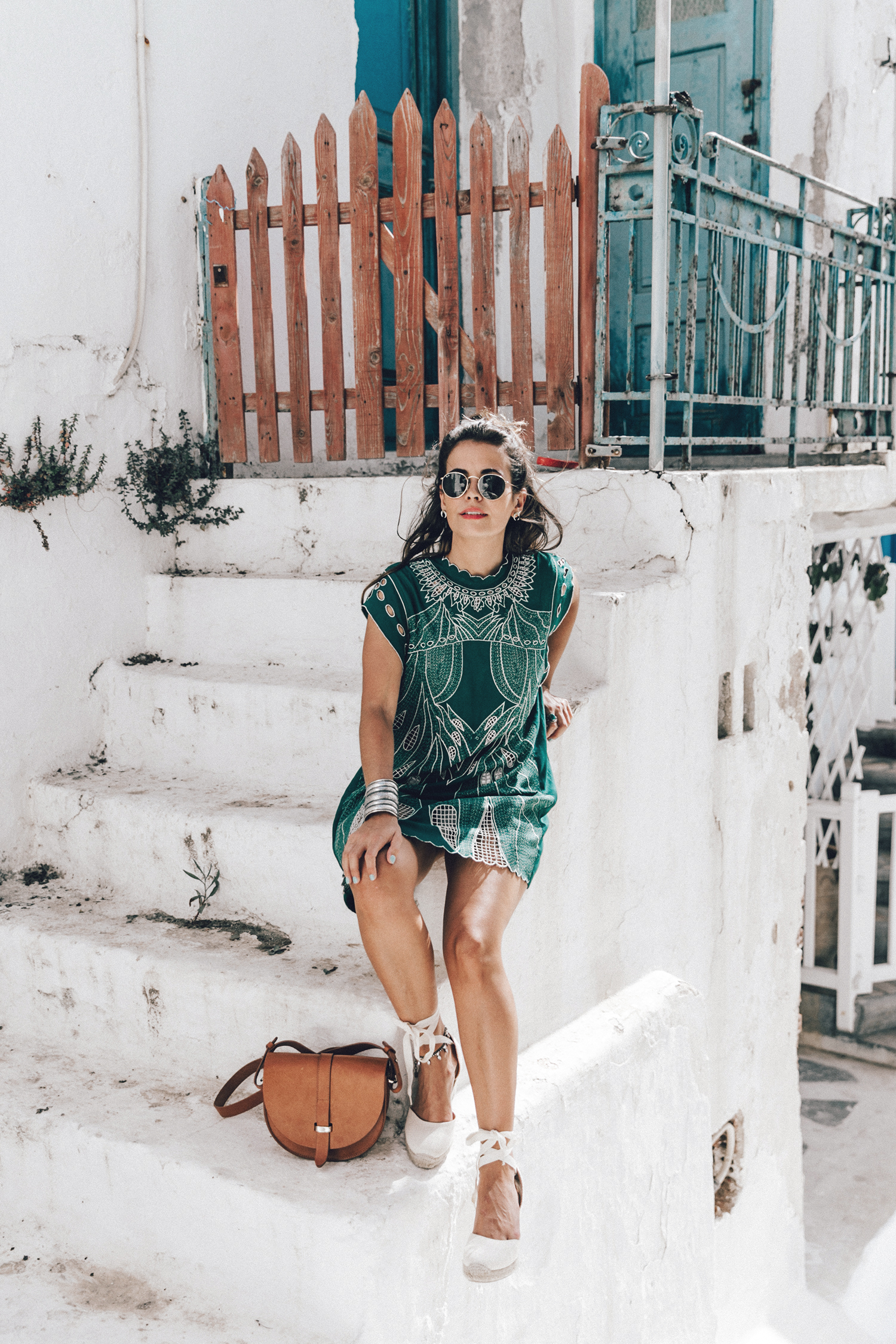 Tularosa_Dress-Soludos_Escapes-Soludos_Espadrilles-Sezane_Bag-Leather_Crossbody_Bag-Boho_Outfit-Look-Ray_Ban-Street_Style-Mykonos-Greece-Collage_Vintage-22