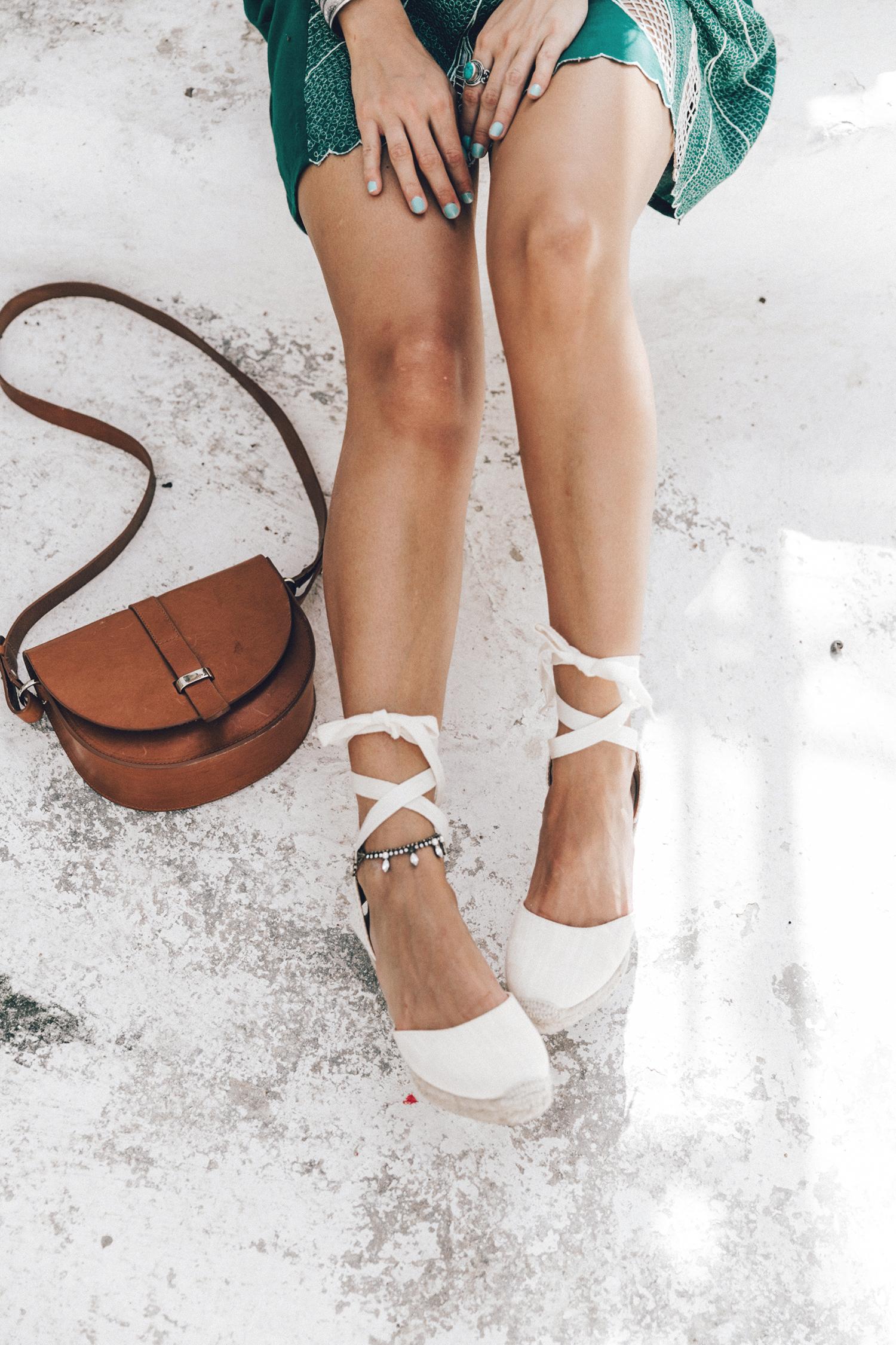 Tularosa_Dress-Soludos_Escapes-Soludos_Espadrilles-Sezane_Bag-Leather_Crossbody_Bag-Boho_Outfit-Look-Ray_Ban-Street_Style-Mykonos-Greece-Collage_Vintage-52-Recuperado