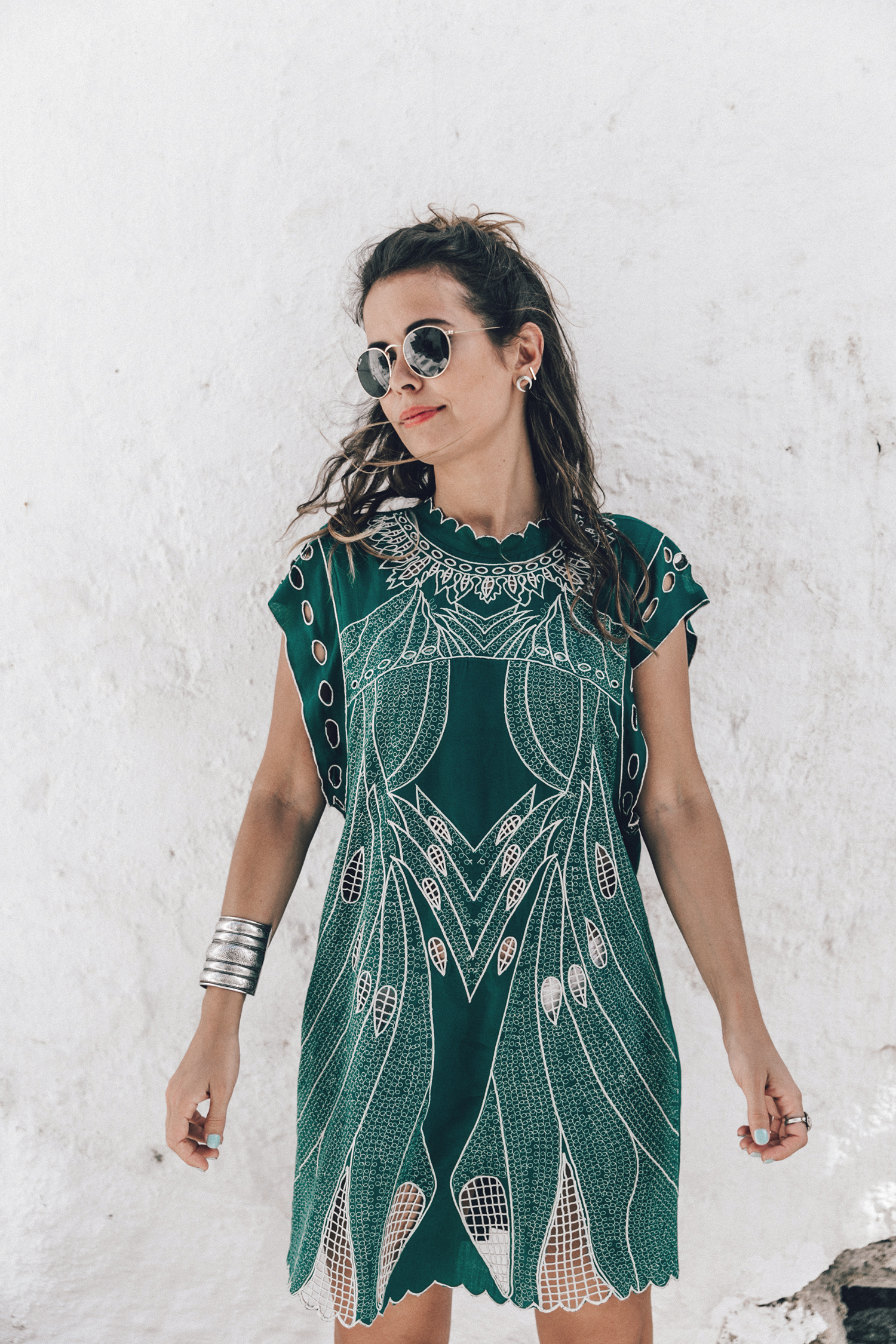 Tularosa_Dress-Soludos_Escapes-Soludos_Espadrilles-Sezane_Bag-Leather_Crossbody_Bag-Boho_Outfit-Look-Ray_Ban-Street_Style-Mykonos-Greece-Collage_Vintage-94-Recuperado