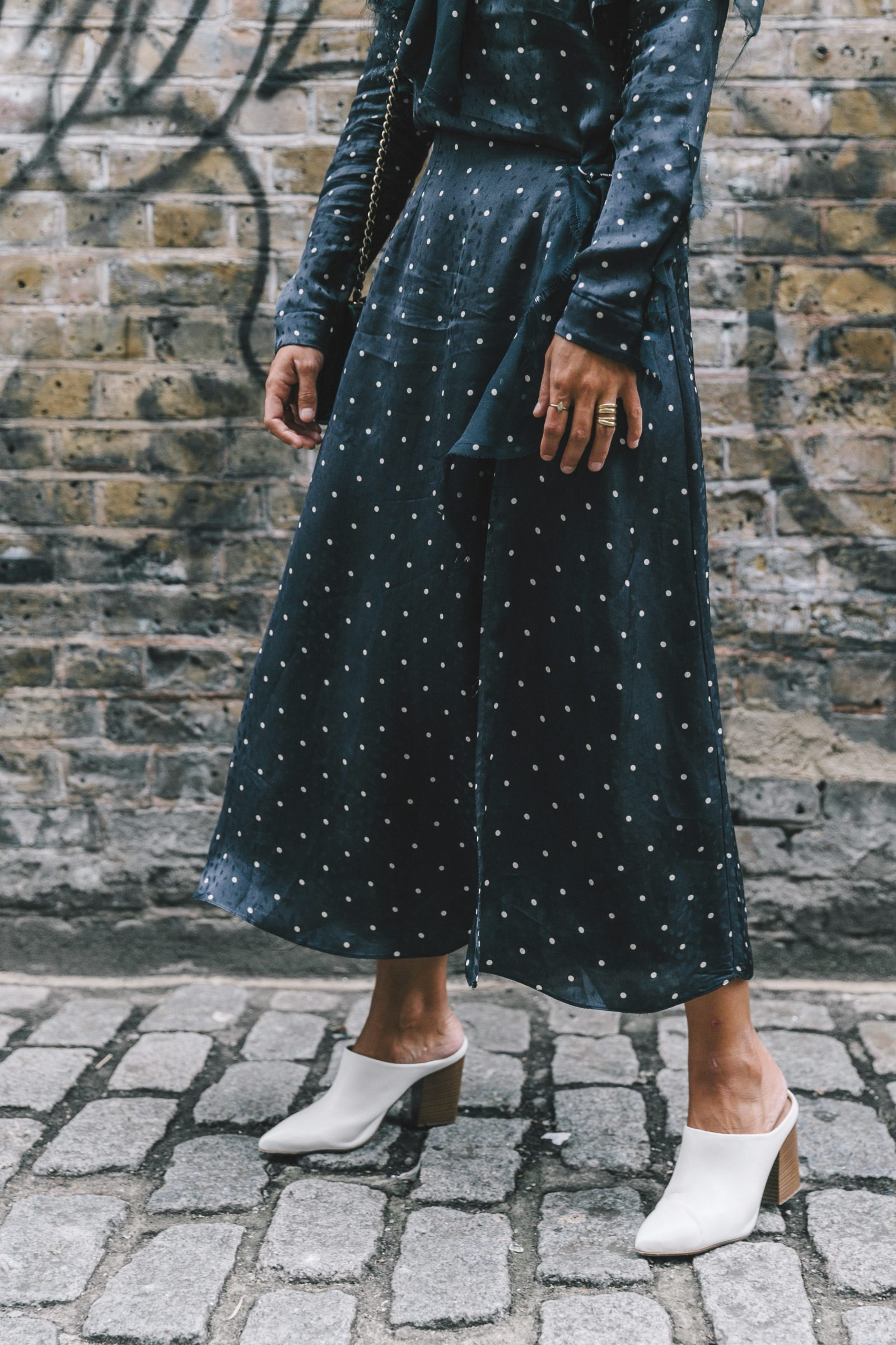 lfw-london_fashion_week_ss17-street_style-outfits-collage_vintage-vintage-topshop_unique-polka_dot_dress-white_mules-topshop_boutique-adenorah-16