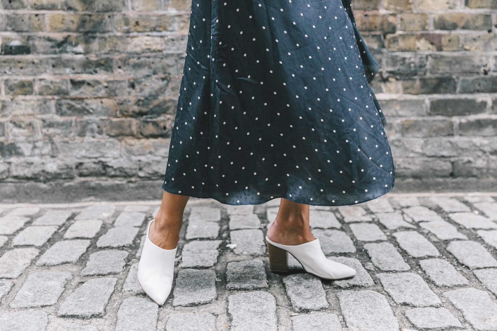 lfw-london_fashion_week_ss17-street_style-outfits-collage_vintage-vintage-topshop_unique-polka_dot_dress-white_mules-topshop_boutique-adenorah-24