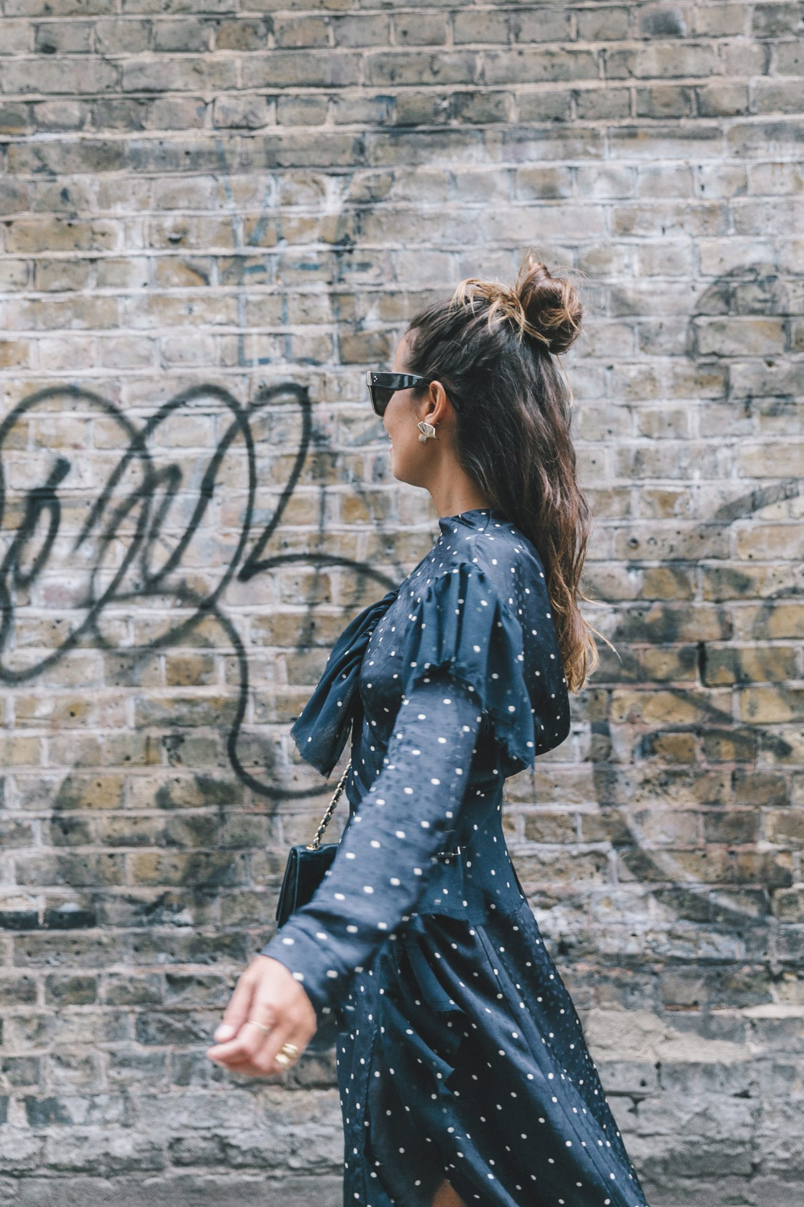 lfw-london_fashion_week_ss17-street_style-outfits-collage_vintage-vintage-topshop_unique-polka_dot_dress-white_mules-topshop_boutique-adenorah-3