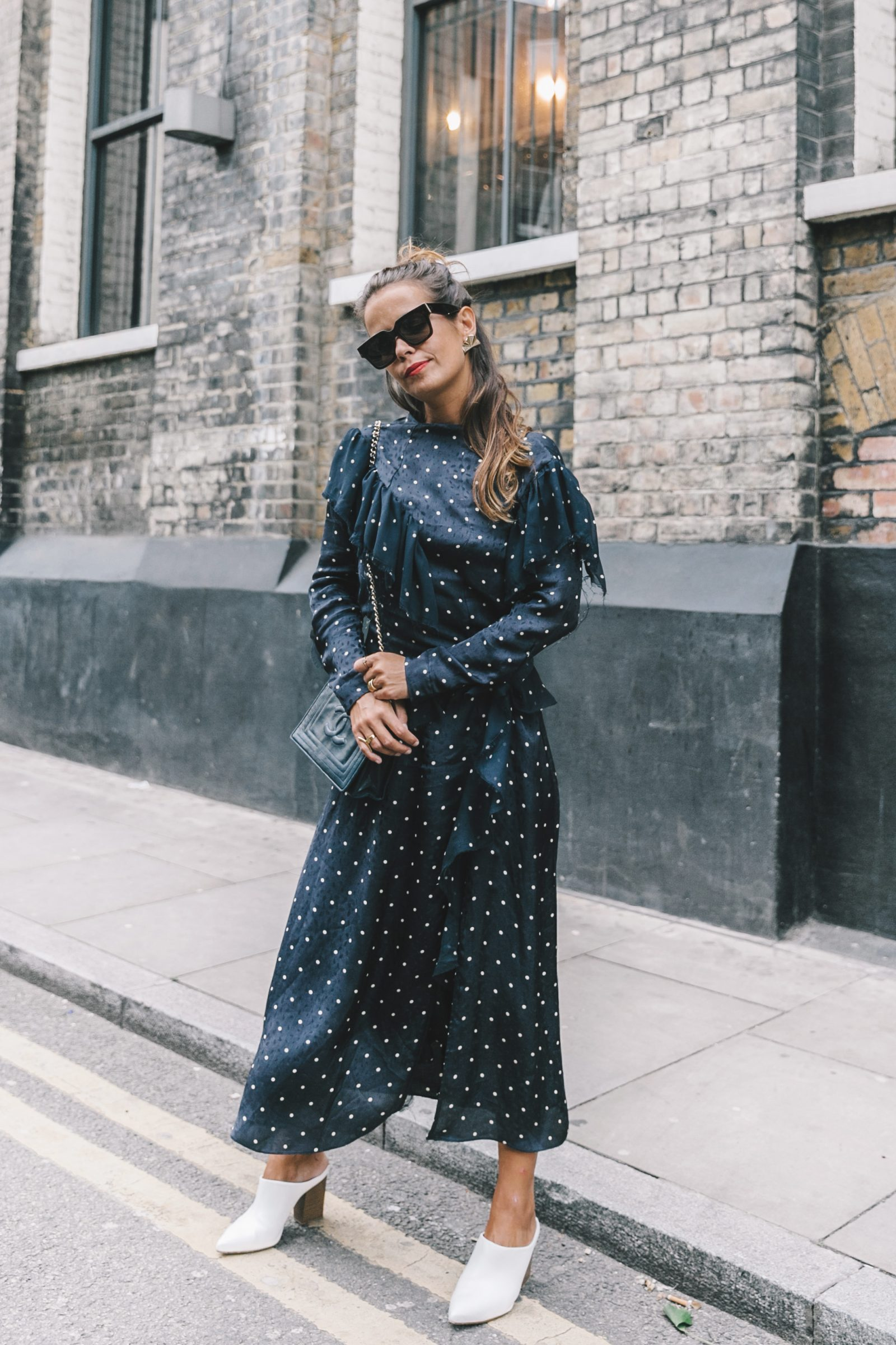 lfw-london_fashion_week_ss17-street_style-outfits-collage_vintage-vintage-topshop_unique-polka_dot_dress-white_mules-topshop_boutique-adenorah-42