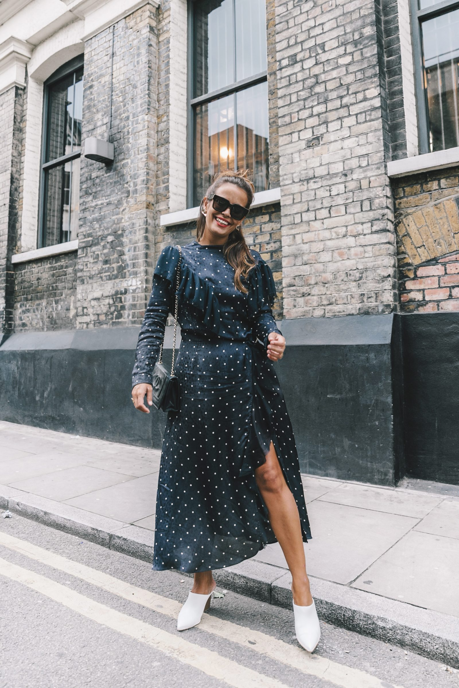 lfw-london_fashion_week_ss17-street_style-outfits-collage_vintage-vintage-topshop_unique-polka_dot_dress-white_mules-topshop_boutique-adenorah-44