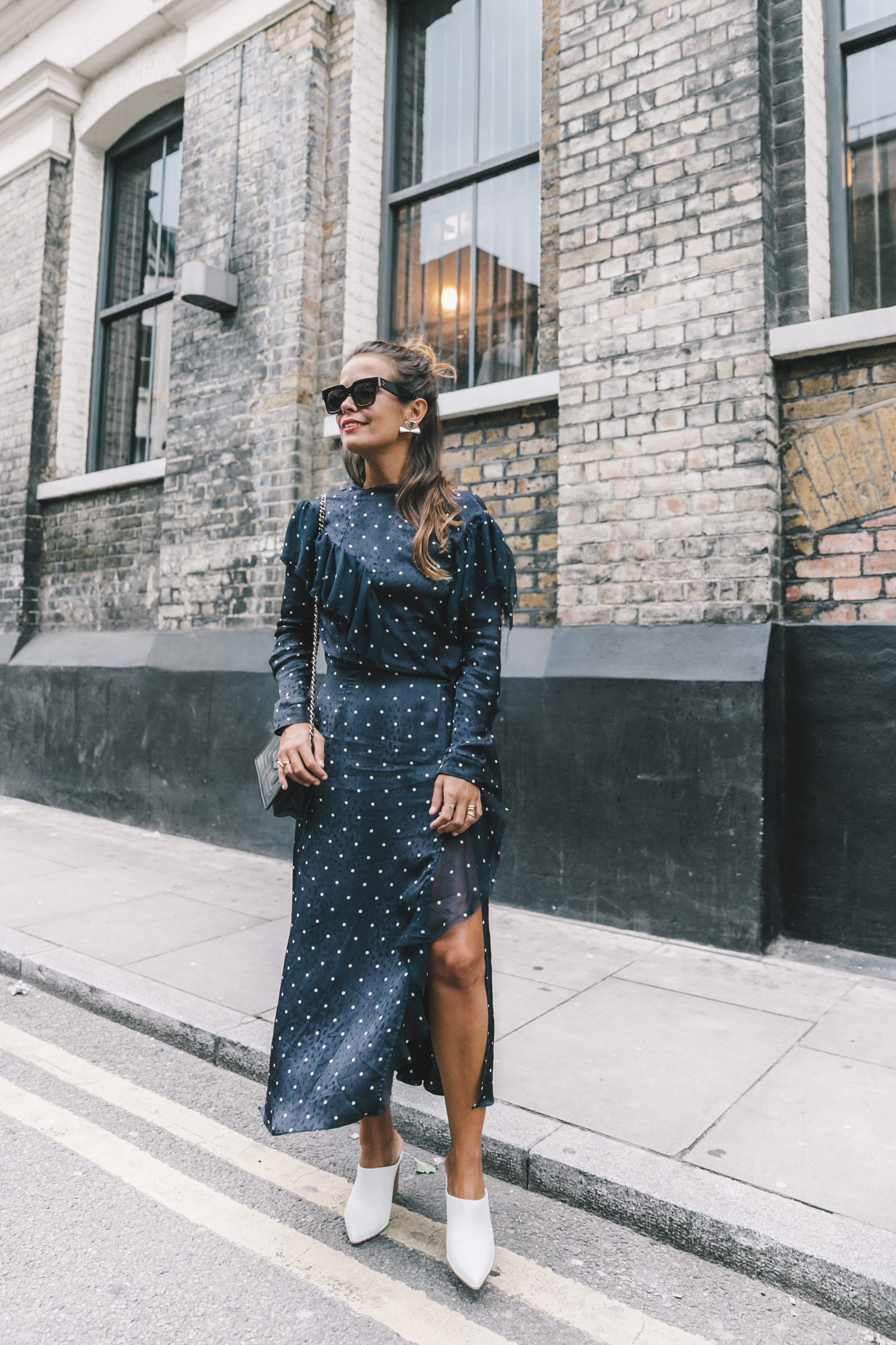 lfw-london_fashion_week_ss17-street_style-outfits-collage_vintage-vintage-topshop_unique-polka_dot_dress-white_mules-topshop_boutique-adenorah-45