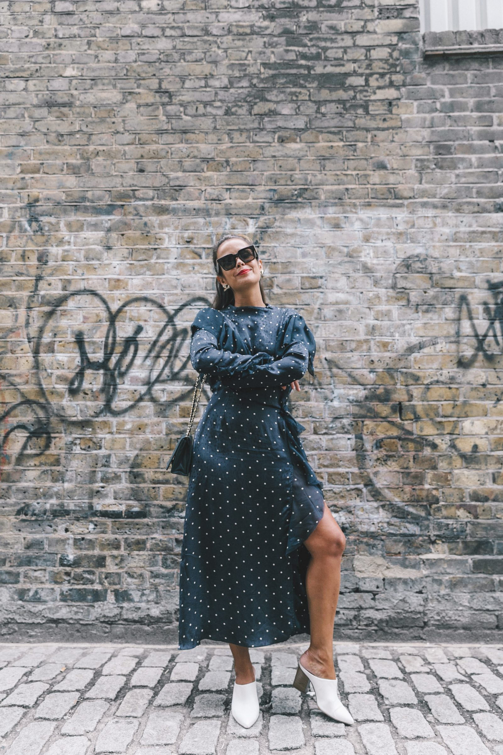 lfw-london_fashion_week_ss17-street_style-outfits-collage_vintage-vintage-topshop_unique-polka_dot_dress-white_mules-topshop_boutique-adenorah-9