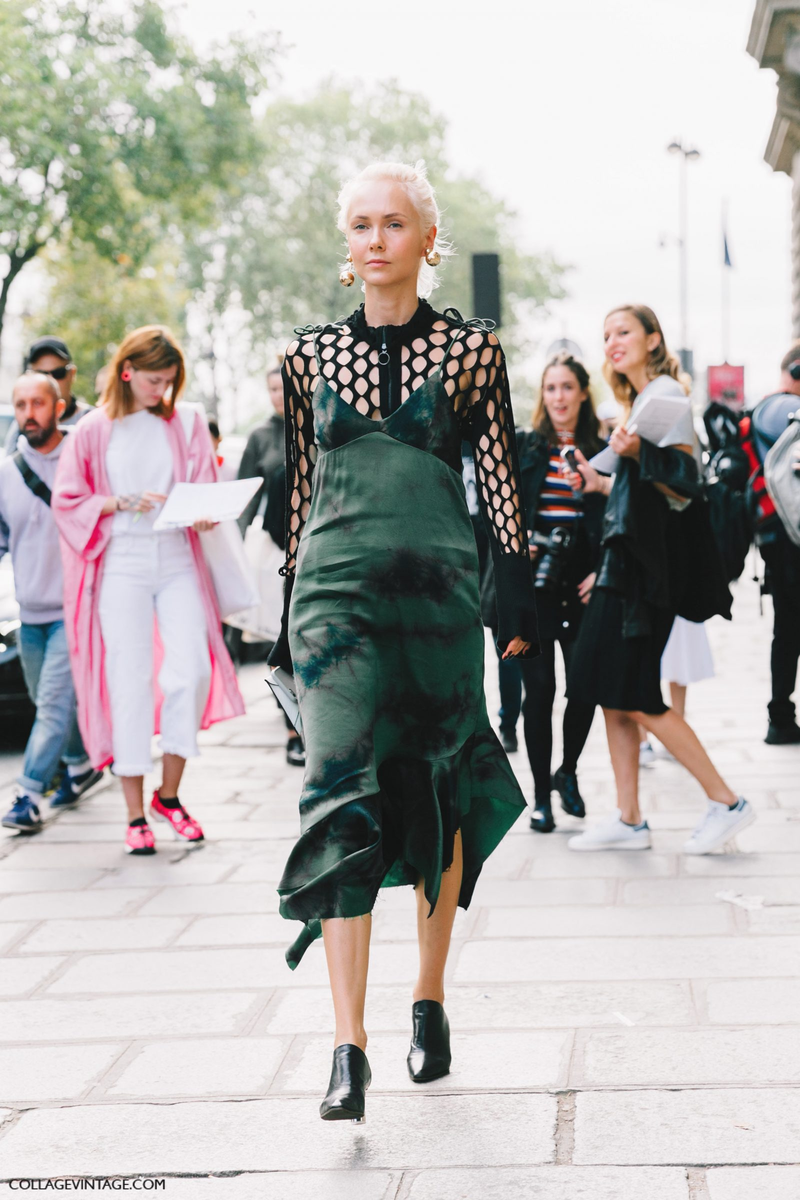 pfw-paris_fashion_week_ss17-street_style-outfits-collage_vintage-rochas-courreges-dries_van_noten-lanvin-guy_laroche-8