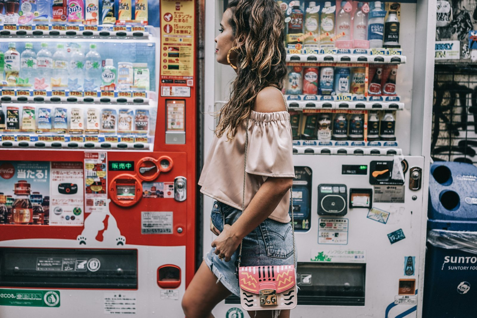 Tokyo_Travel_Guide-Fish_Market-Harajuku-Levis_Denim_Skirt-Off_The_Shoulders_Top-YSL_Sneakers-Outfit-Collage_Vintage-Street_Style-121
