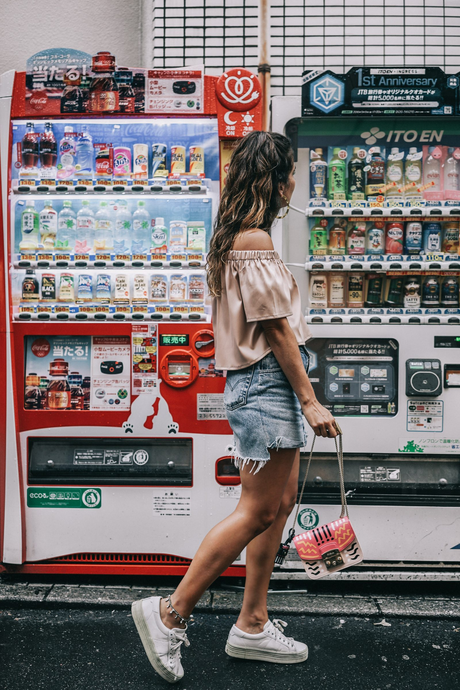 Tokyo_Travel_Guide-Fish_Market-Harajuku-Levis_Denim_Skirt-Off_The_Shoulders_Top-YSL_Sneakers-Outfit-Collage_Vintage-Street_Style-125