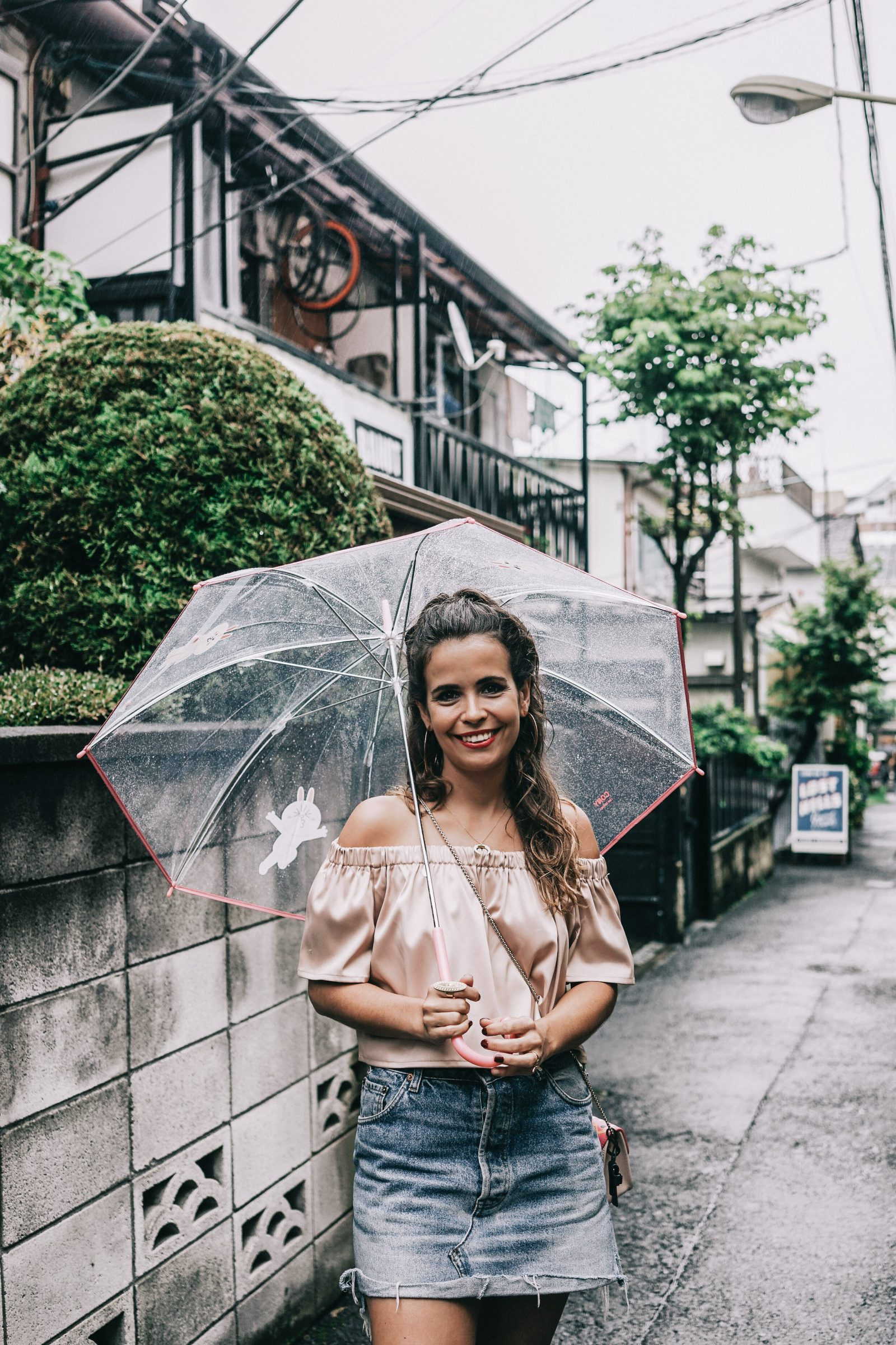 Tokyo_Travel_Guide-Fish_Market-Harajuku-Levis_Denim_Skirt-Off_The_Shoulders_Top-YSL_Sneakers-Outfit-Collage_Vintage-Street_Style-138