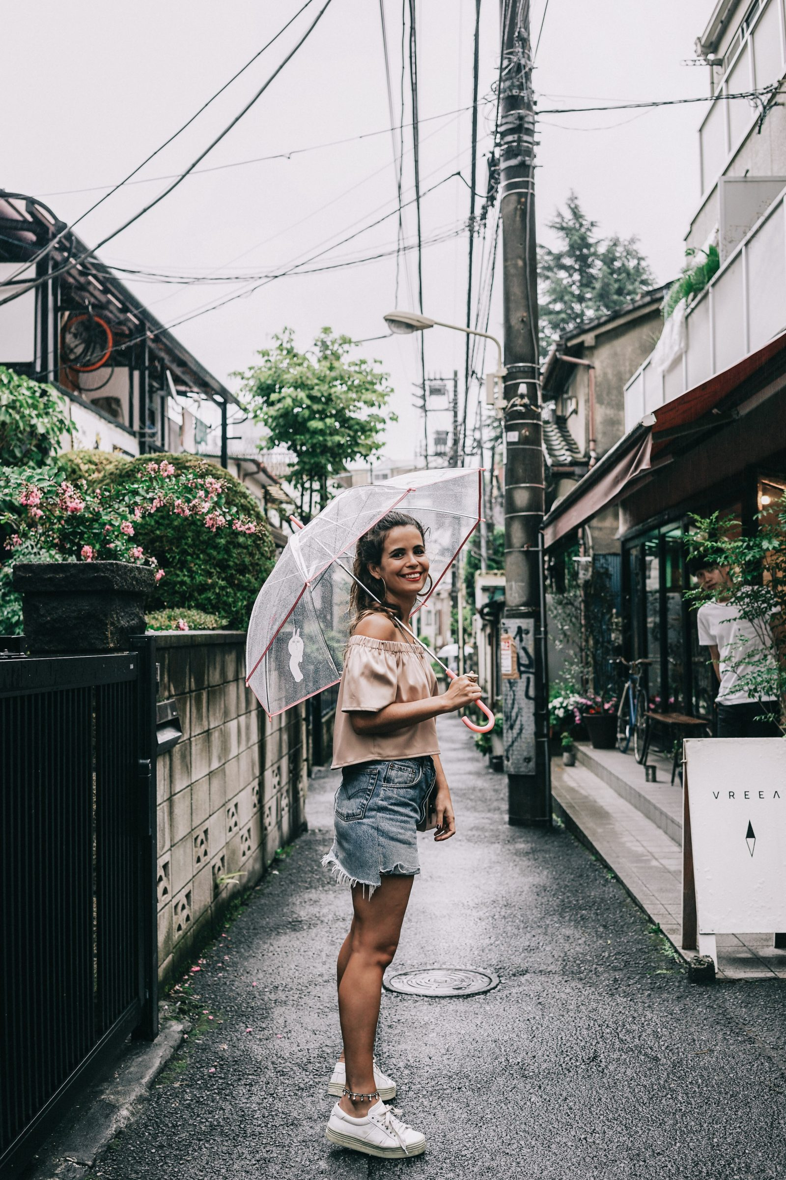 Tokyo_Travel_Guide-Fish_Market-Harajuku-Levis_Denim_Skirt-Off_The_Shoulders_Top-YSL_Sneakers-Outfit-Collage_Vintage-Street_Style-141