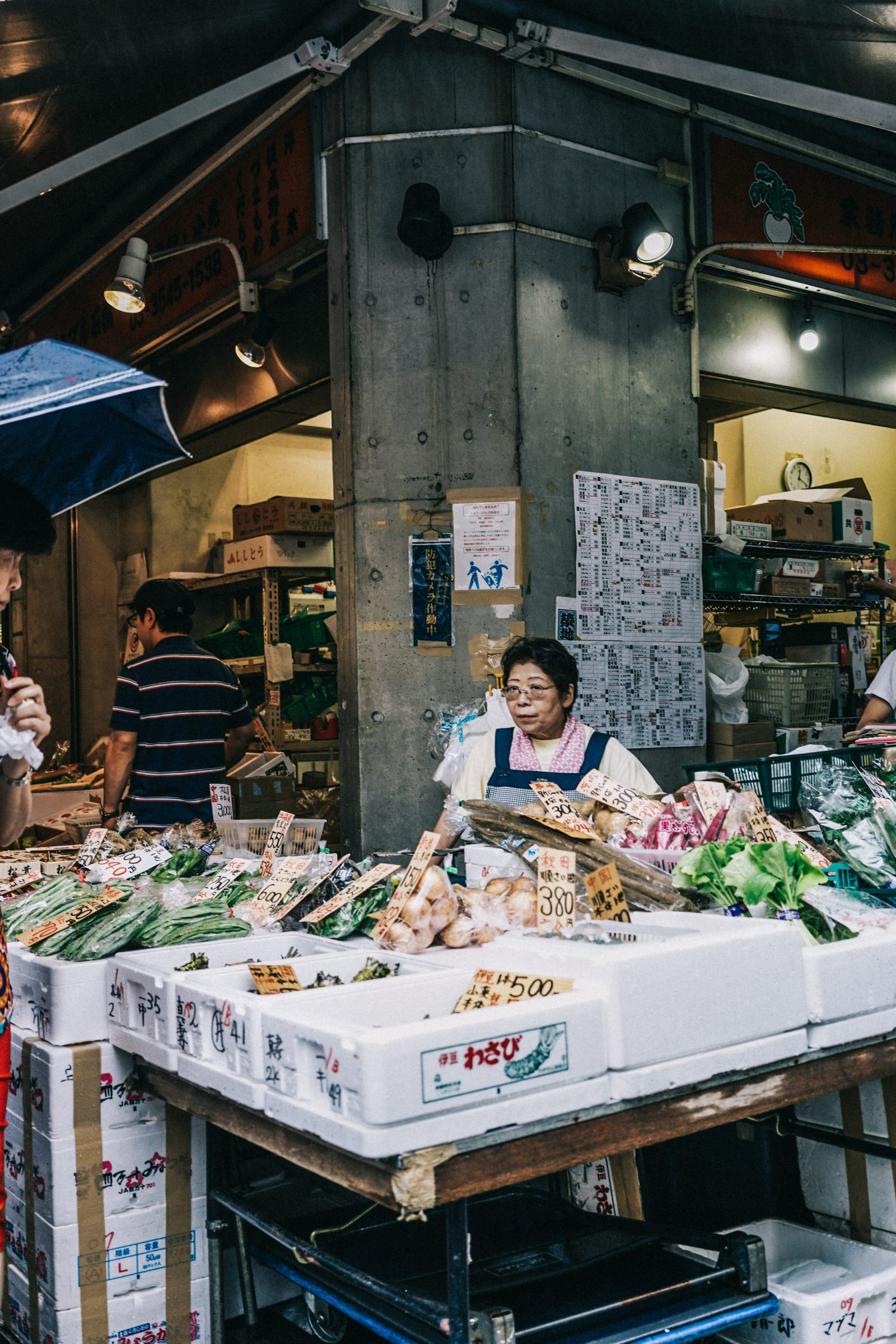 Tokyo_Travel_Guide-Fish_Market-Harajuku-Levis_Denim_Skirt-Off_The_Shoulders_Top-YSL_Sneakers-Outfit-Collage_Vintage-Street_Style-19