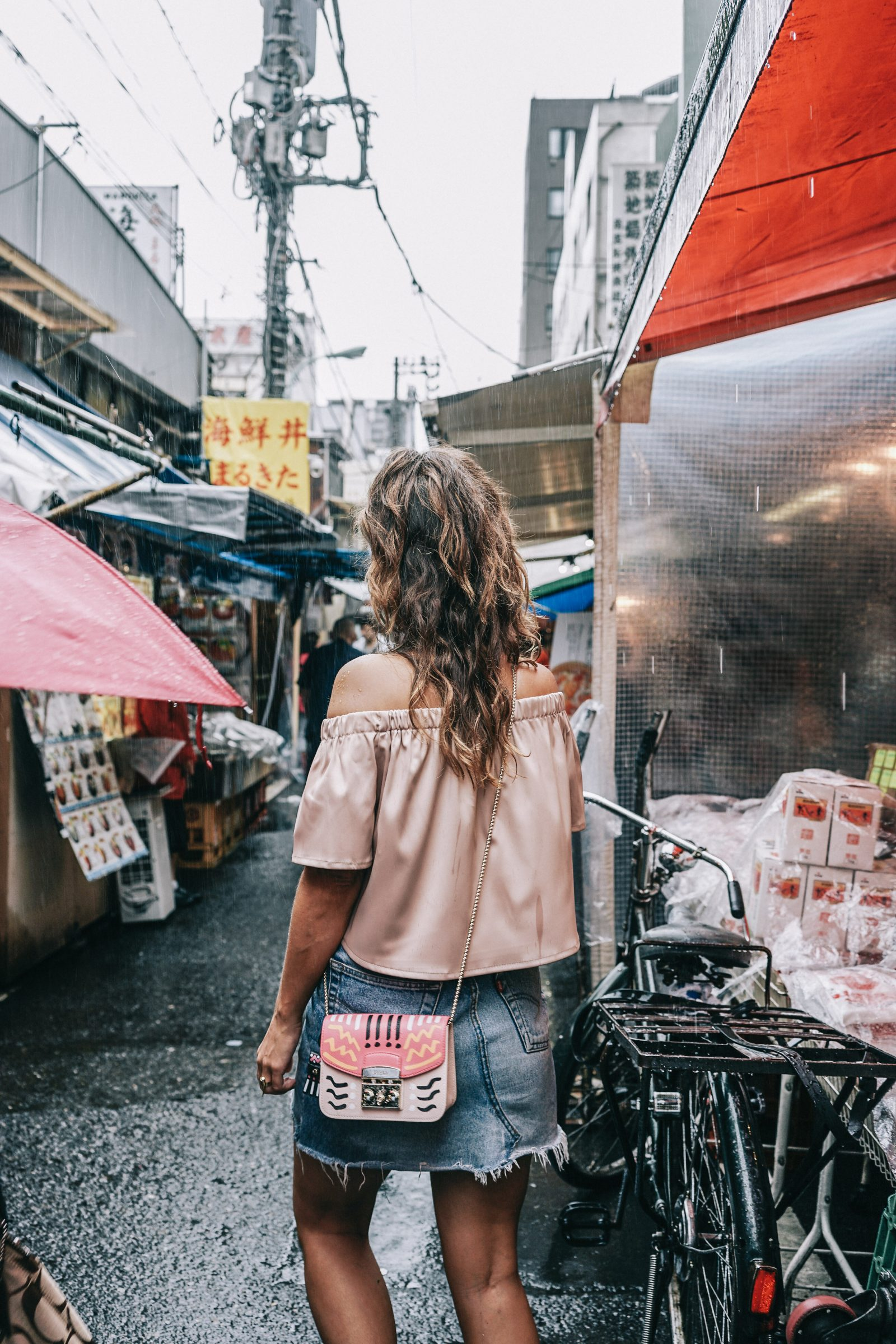 Tokyo_Travel_Guide-Fish_Market-Harajuku-Levis_Denim_Skirt-Off_The_Shoulders_Top-YSL_Sneakers-Outfit-Collage_Vintage-Street_Style-50