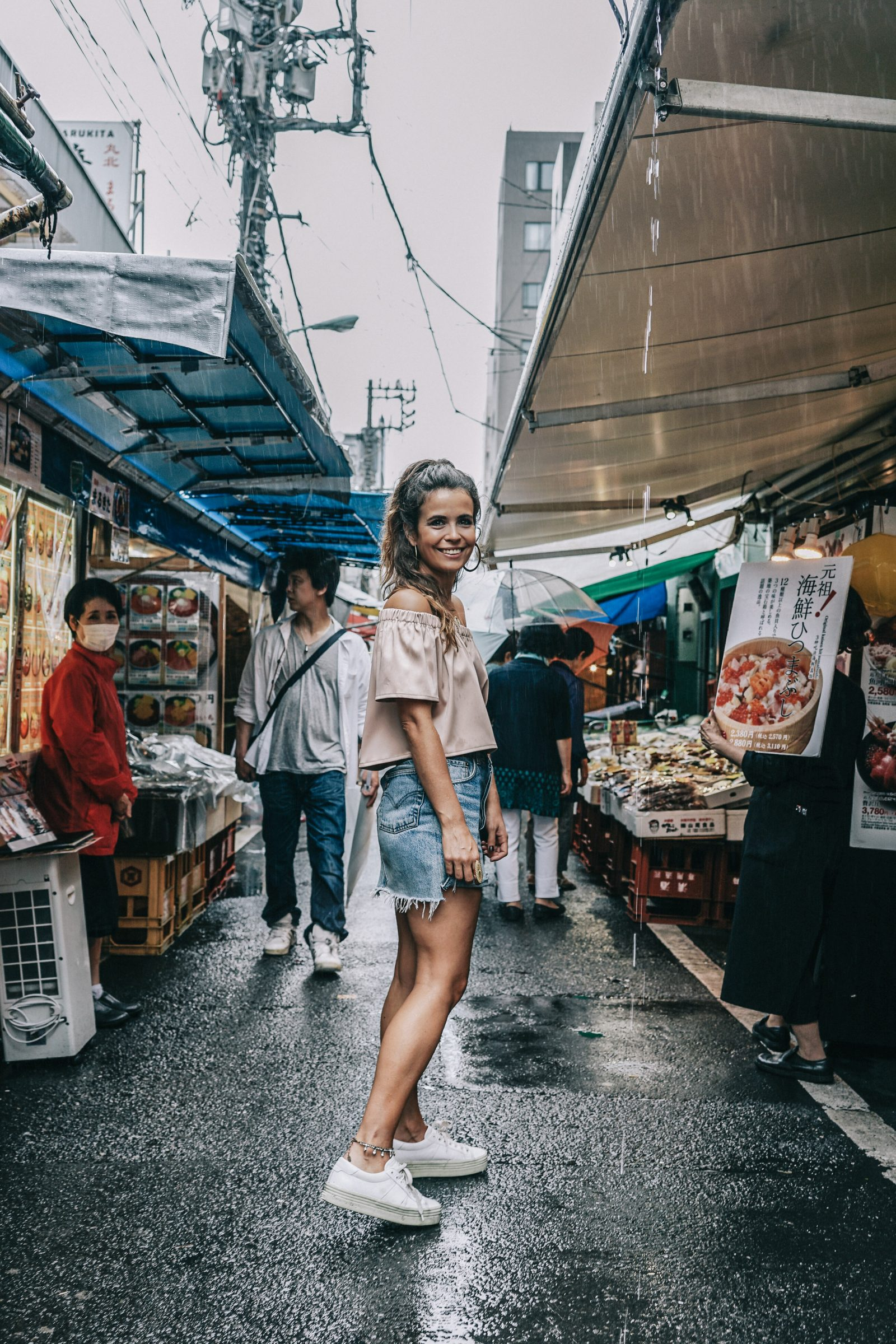 Tokyo_Travel_Guide-Fish_Market-Harajuku-Levis_Denim_Skirt-Off_The_Shoulders_Top-YSL_Sneakers-Outfit-Collage_Vintage-Street_Style-54