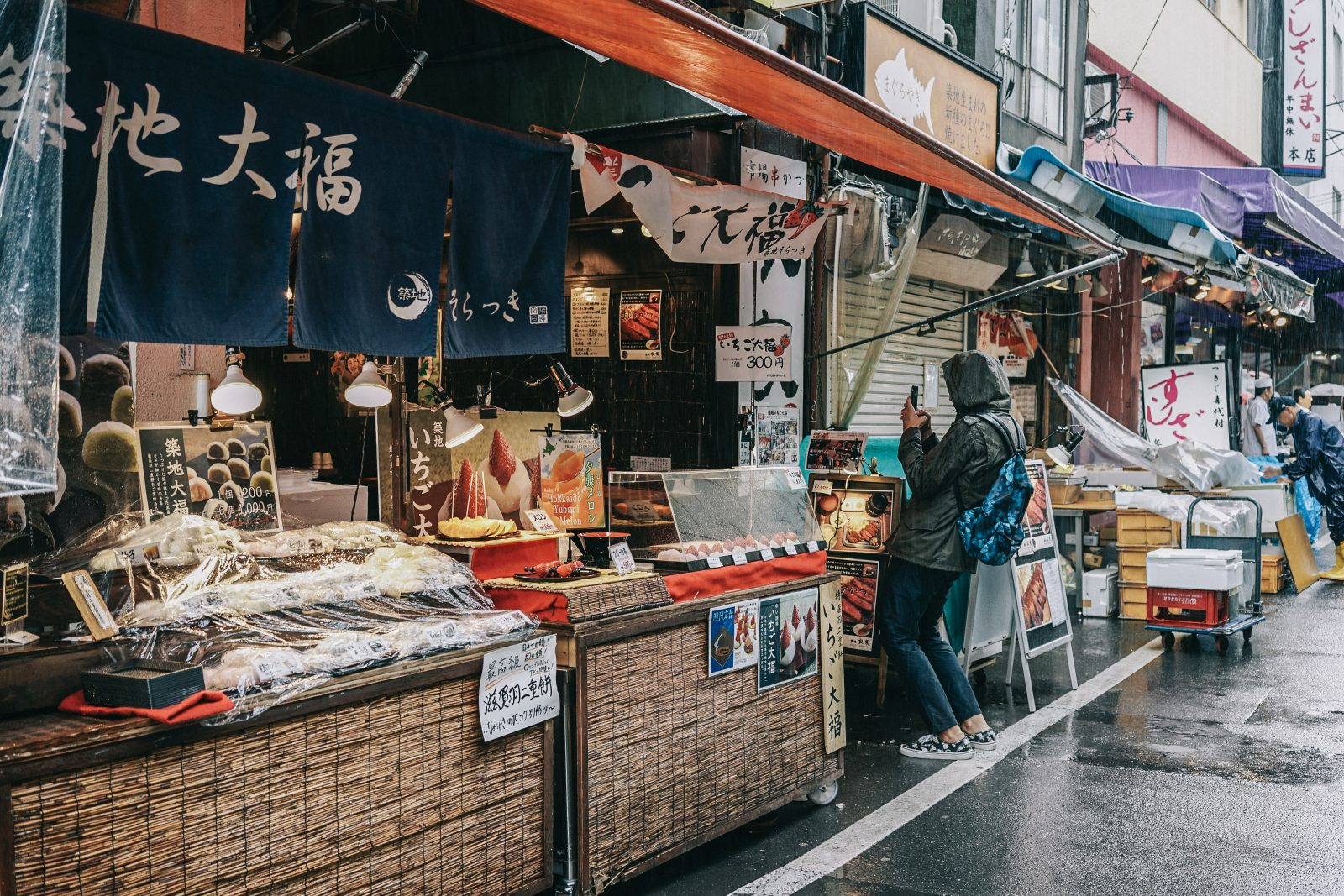 Tokyo_Travel_Guide-Fish_Market-Harajuku-Levis_Denim_Skirt-Off_The_Shoulders_Top-YSL_Sneakers-Outfit-Collage_Vintage-Street_Style-83