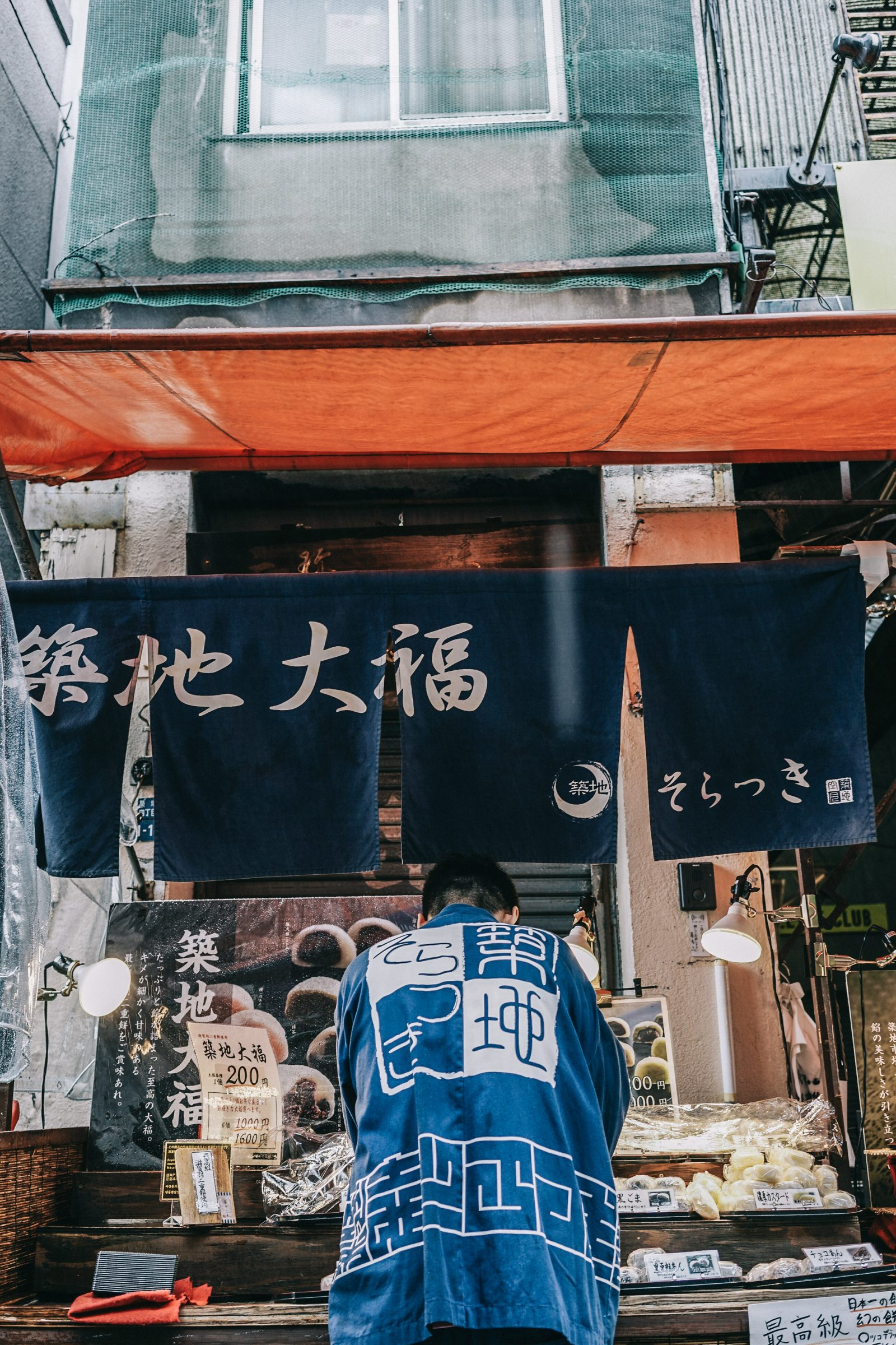 Tokyo_Travel_Guide-Fish_Market-Harajuku-Levis_Denim_Skirt-Off_The_Shoulders_Top-YSL_Sneakers-Outfit-Collage_Vintage-Street_Style-88
