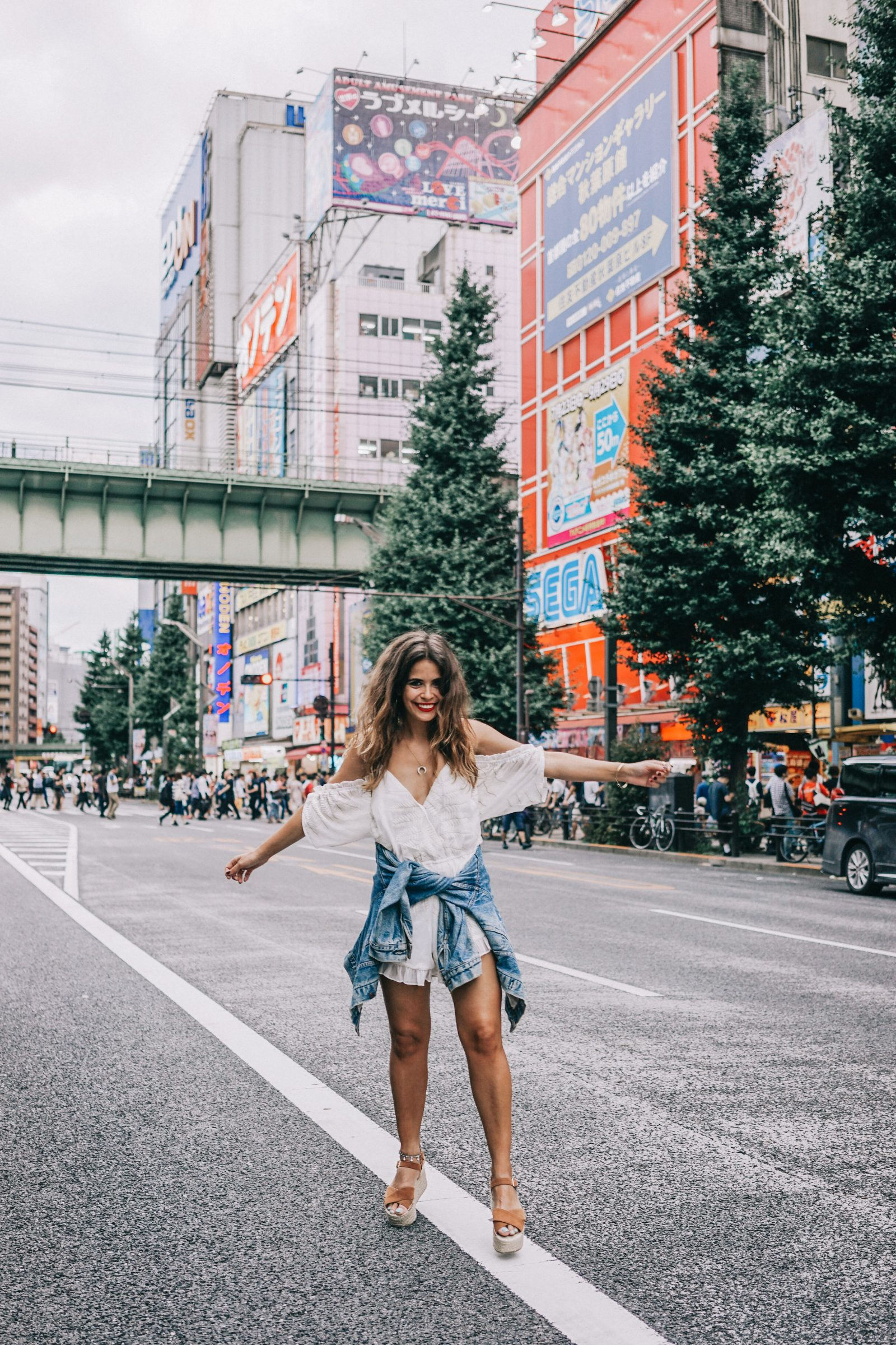 tokyo_travel_guide-outfit-collage_vintage-street_style-lovers_and_friends_jumpsuit-white_outfit-espadrilles-backpack-levis_denim_jacket-akihabara-127