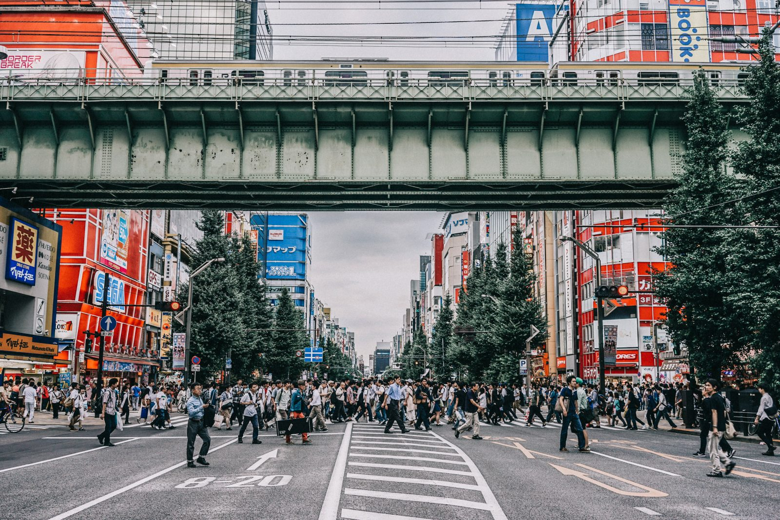 tokyo_travel_guide-outfit-collage_vintage-street_style-lovers_and_friends_jumpsuit-white_outfit-espadrilles-backpack-levis_denim_jacket-akihabara-133