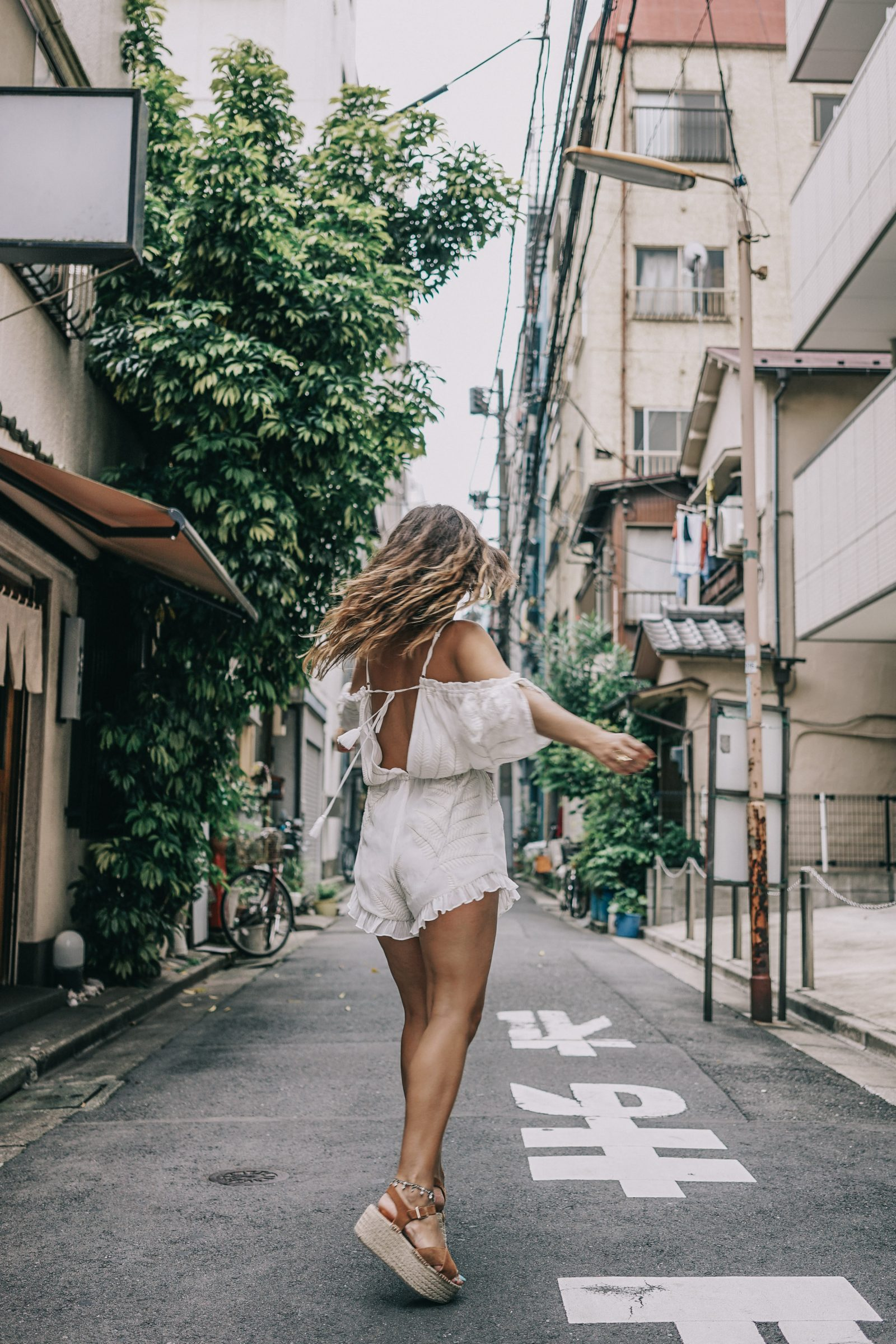 tokyo_travel_guide-outfit-collage_vintage-street_style-lovers_and_friends_jumpsuit-white_outfit-espadrilles-backpack-levis_denim_jacket-akihabara-79