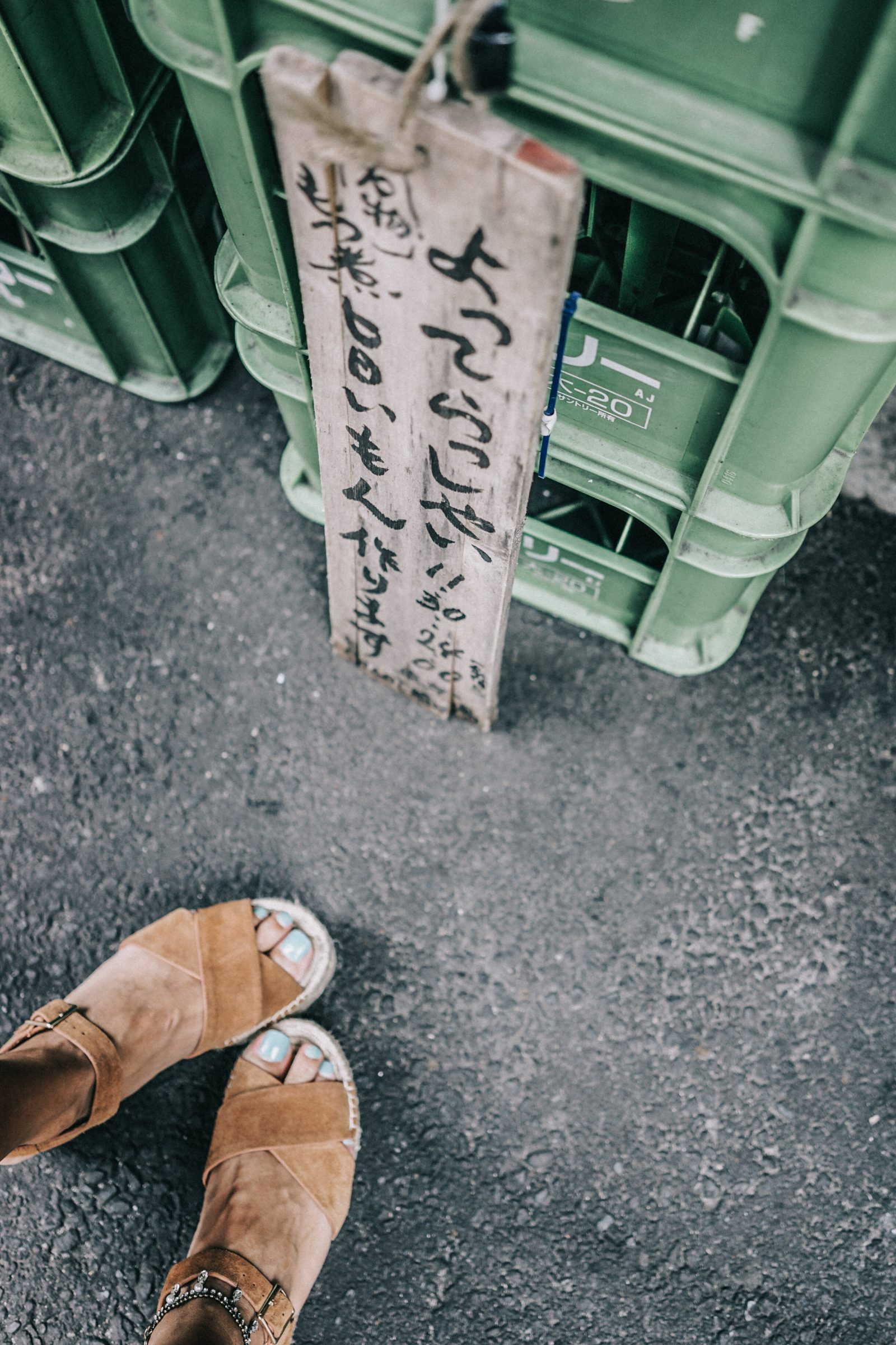 tokyo_travel_guide-outfit-collage_vintage-street_style-lovers_and_friends_jumpsuit-white_outfit-espadrilles-backpack-levis_denim_jacket-akihabara-95