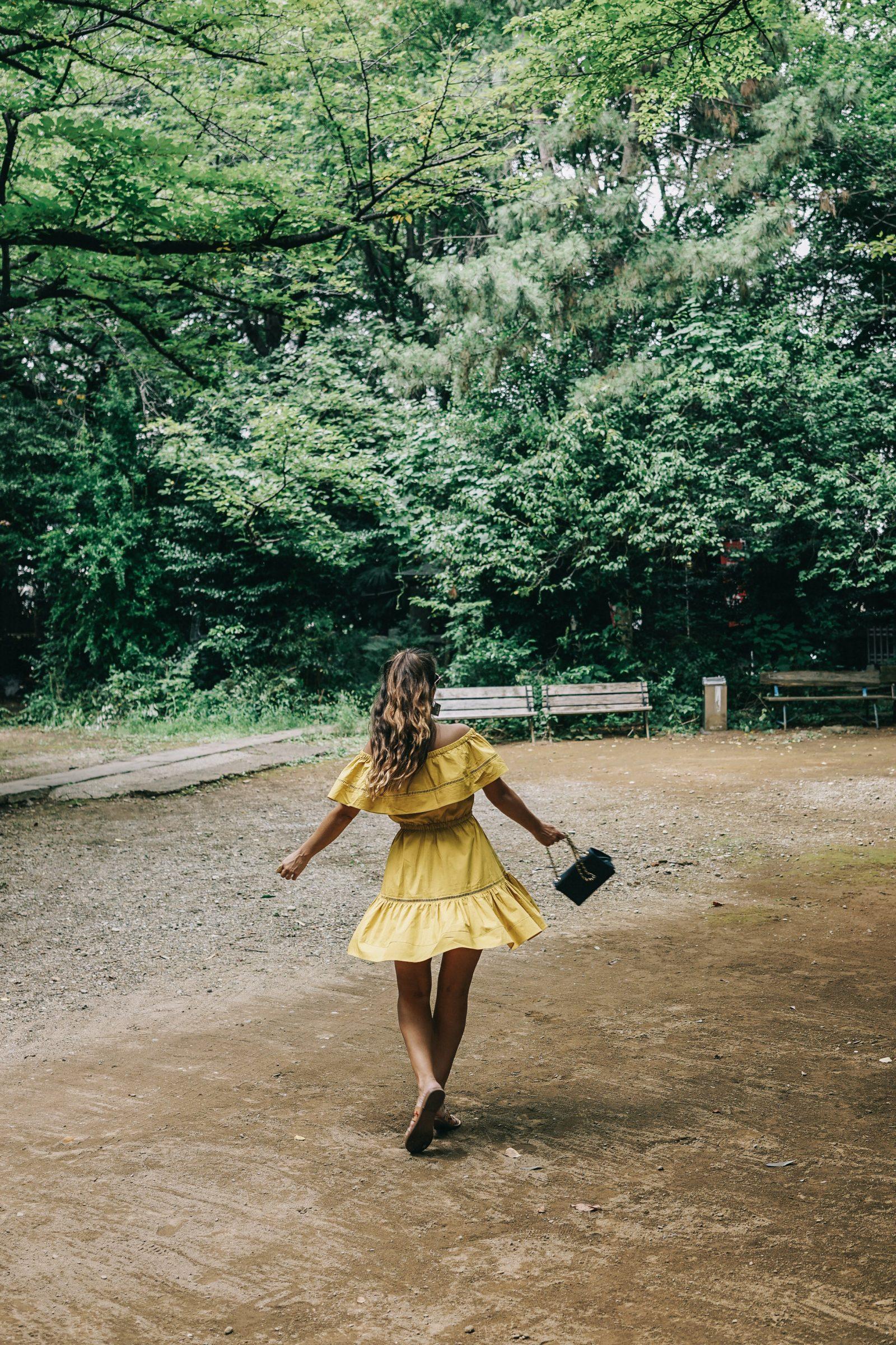 tokyo_travel_guide-outfit-collage_vintage-street_style-off_the_shoulders_dress-mustard_dress-soludos_sandals-chanel_vintage-bag-vintage_stores-24