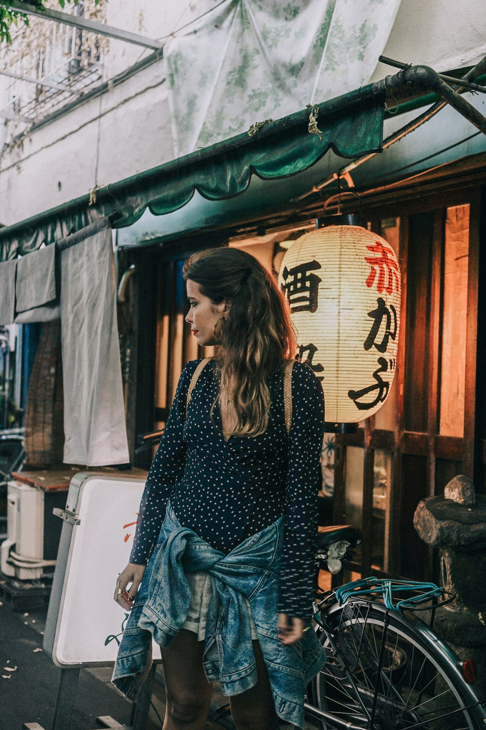 Tokyo_Travel_Guide-Outfit-Collage_Vintage-Street_Style-Reformation_Shorts-Realisation_Par_Stars_Blouse-Sneakers-Flea_Market_Backpack-101