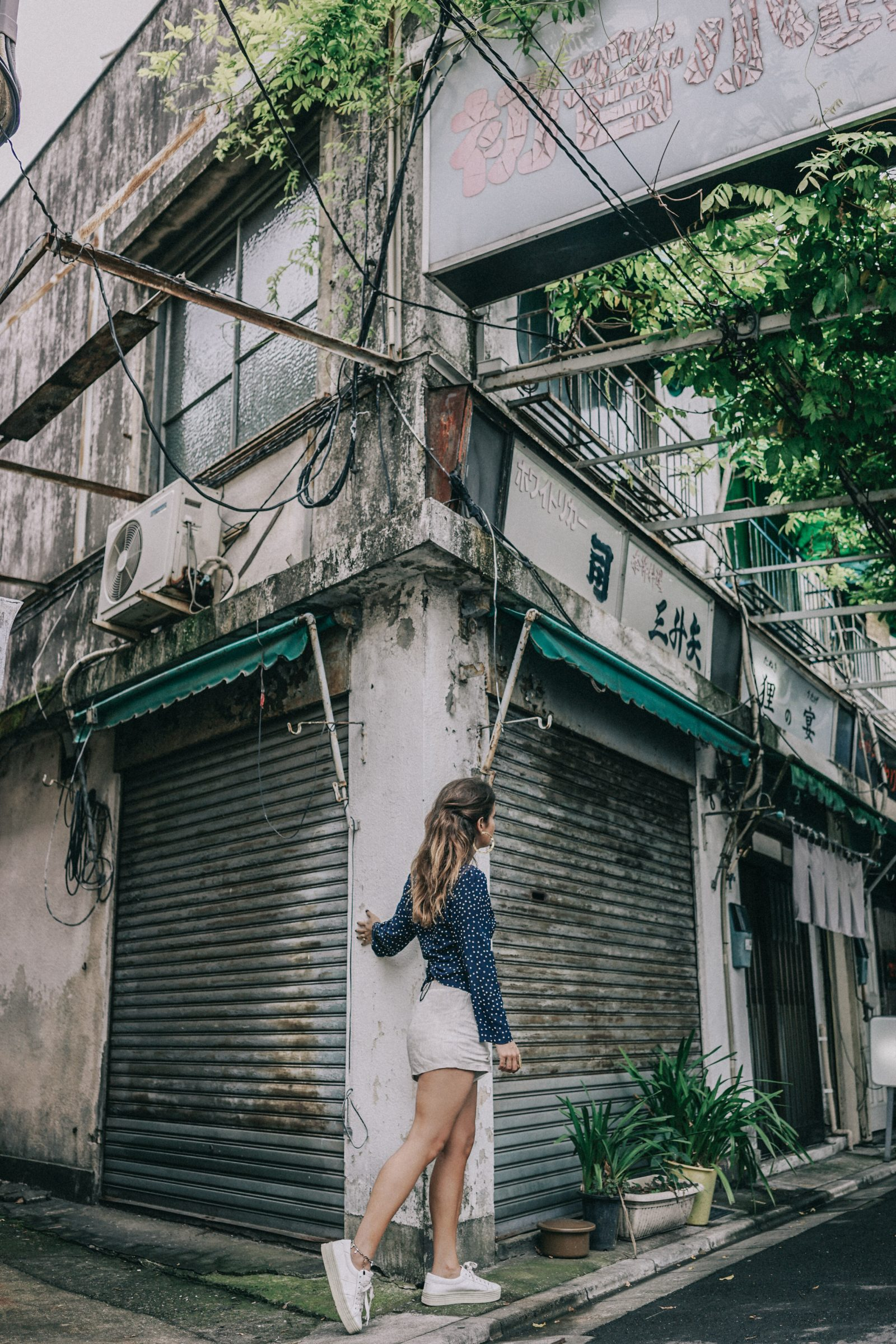 Tokyo_Travel_Guide-Outfit-Collage_Vintage-Street_Style-Reformation_Shorts-Realisation_Par_Stars_Blouse-Sneakers-Flea_Market_Backpack-81