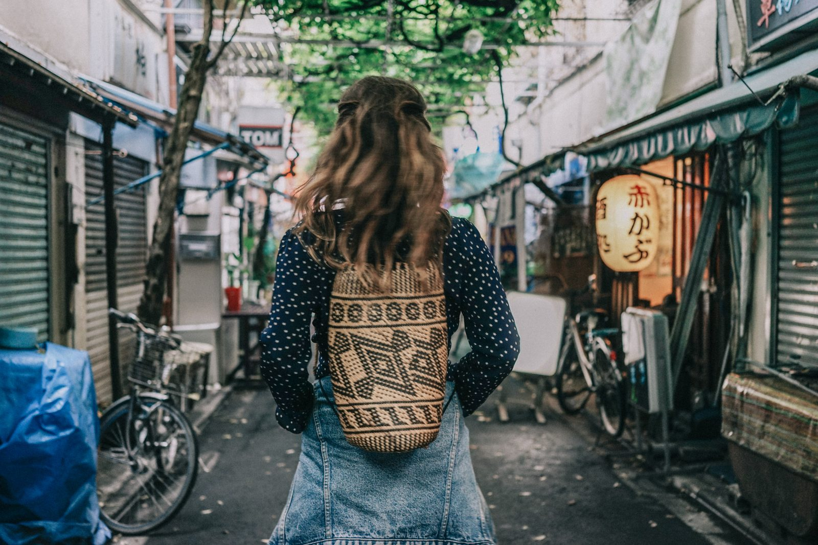 Tokyo_Travel_Guide-Outfit-Collage_Vintage-Street_Style-Reformation_Shorts-Realisation_Par_Stars_Blouse-Sneakers-Flea_Market_Backpack-98