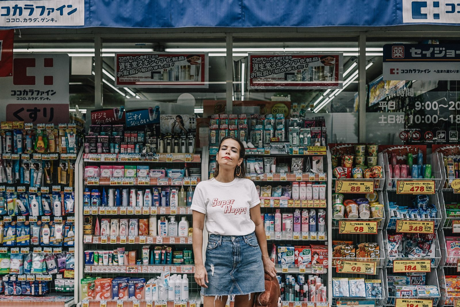 tokyo_travel_guide-outfit-collage_vintage-street_style-super_happy_top-line_friends-levis_vintage-tokyo_shopping