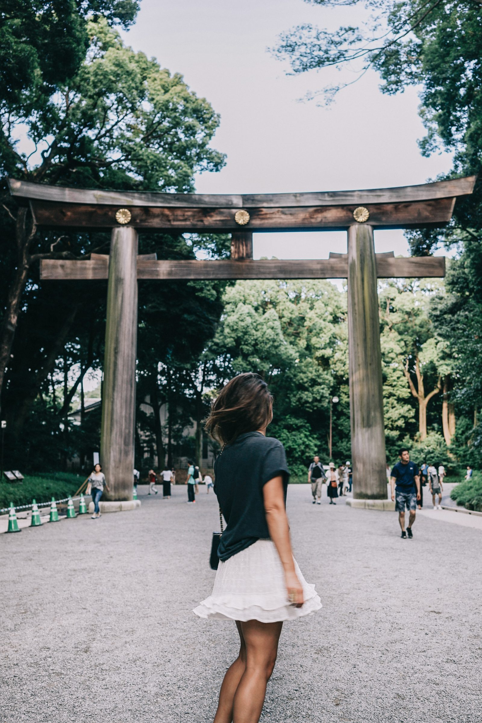 Tokyo_Travel_Guide-Outfit-Collage_Vintage-Street_Style-Top_Mettalica-Brandy_Melville-White_Skirt-Chanel_Vintage-Sneakers-63