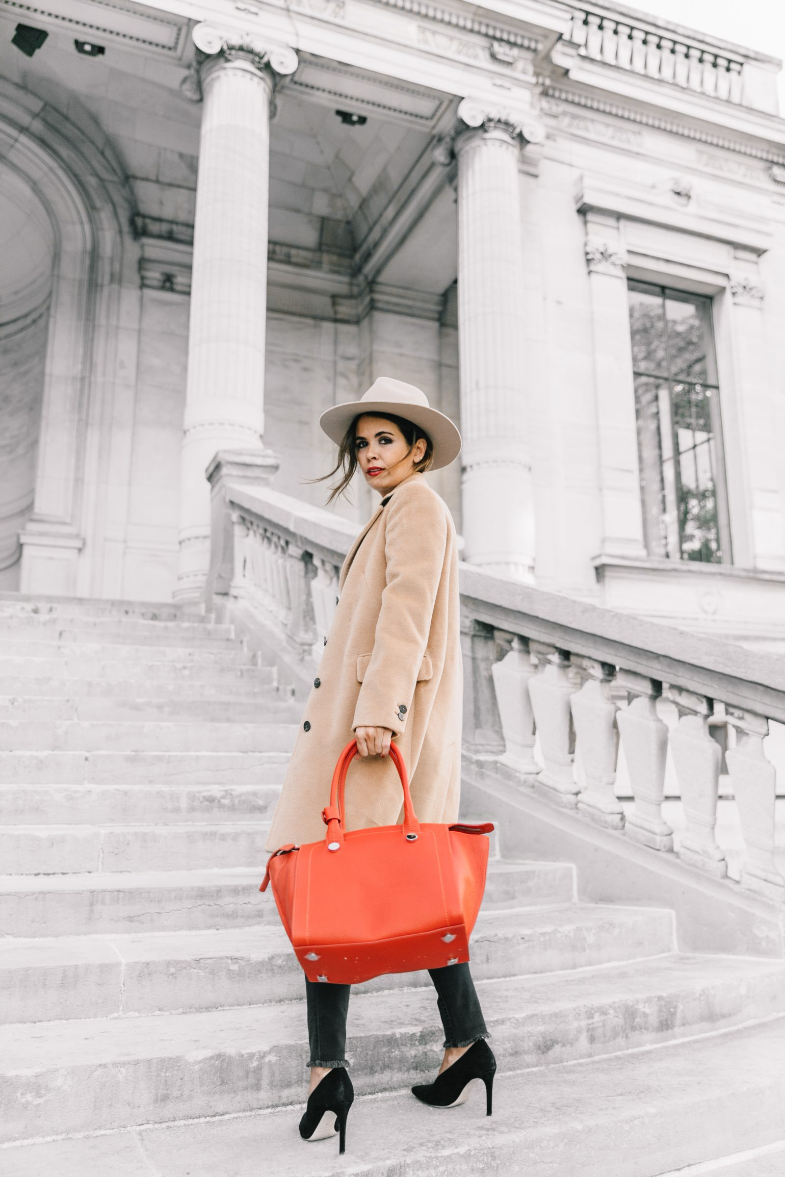 pfw-paris_fashion_week_ss17-street_style-outfits-collage_vintage-max_and_co-camel_coat-orange_bag-skinny_jeans-sandro_shoes-hat-sincerely_jules_jeans-14