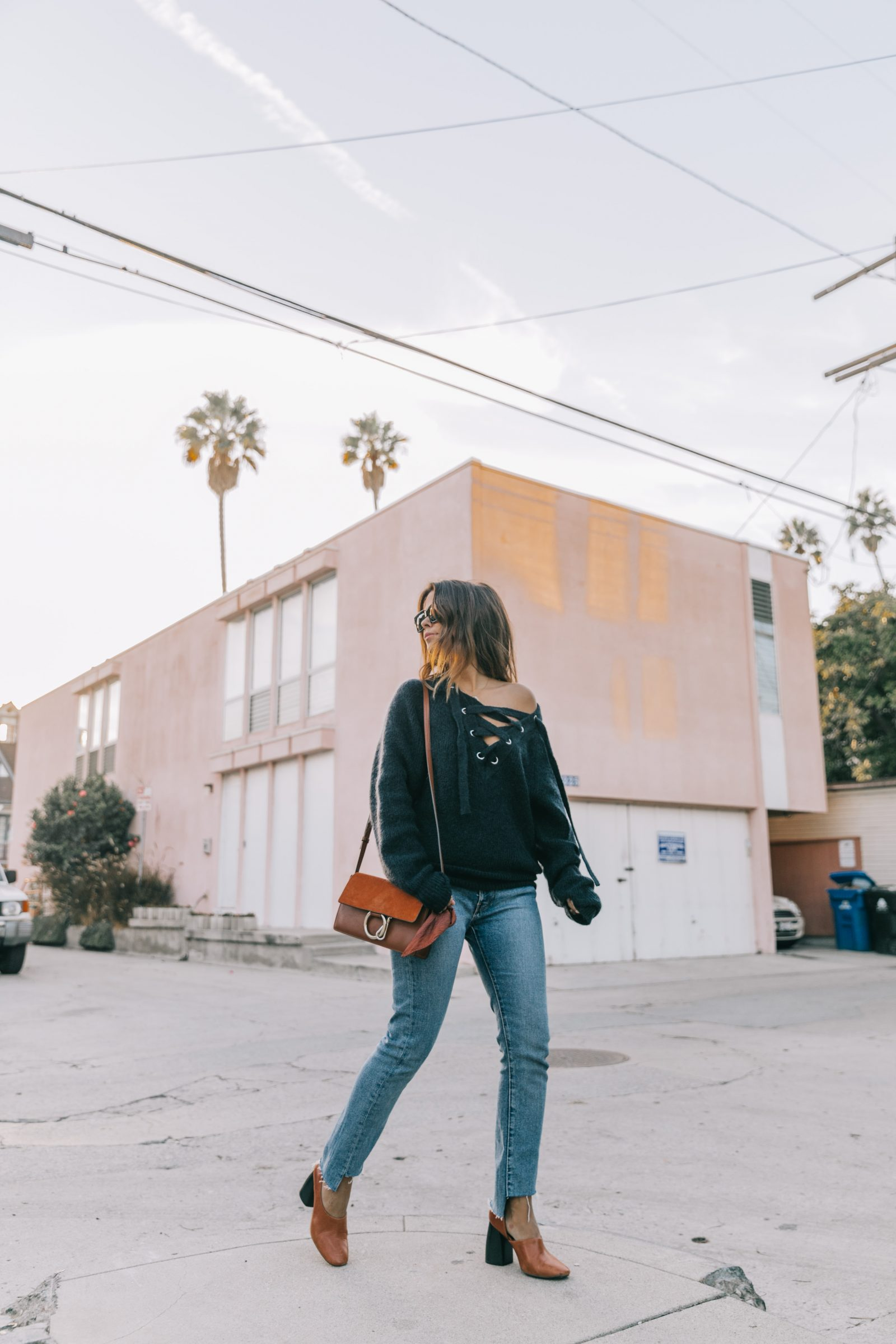 venice_beach-knotted_jumper-levis_jeans-chloe_bag-mango_shoes-horn_necklaces-outfit-street_style-los_angeles-collage_vintage-107