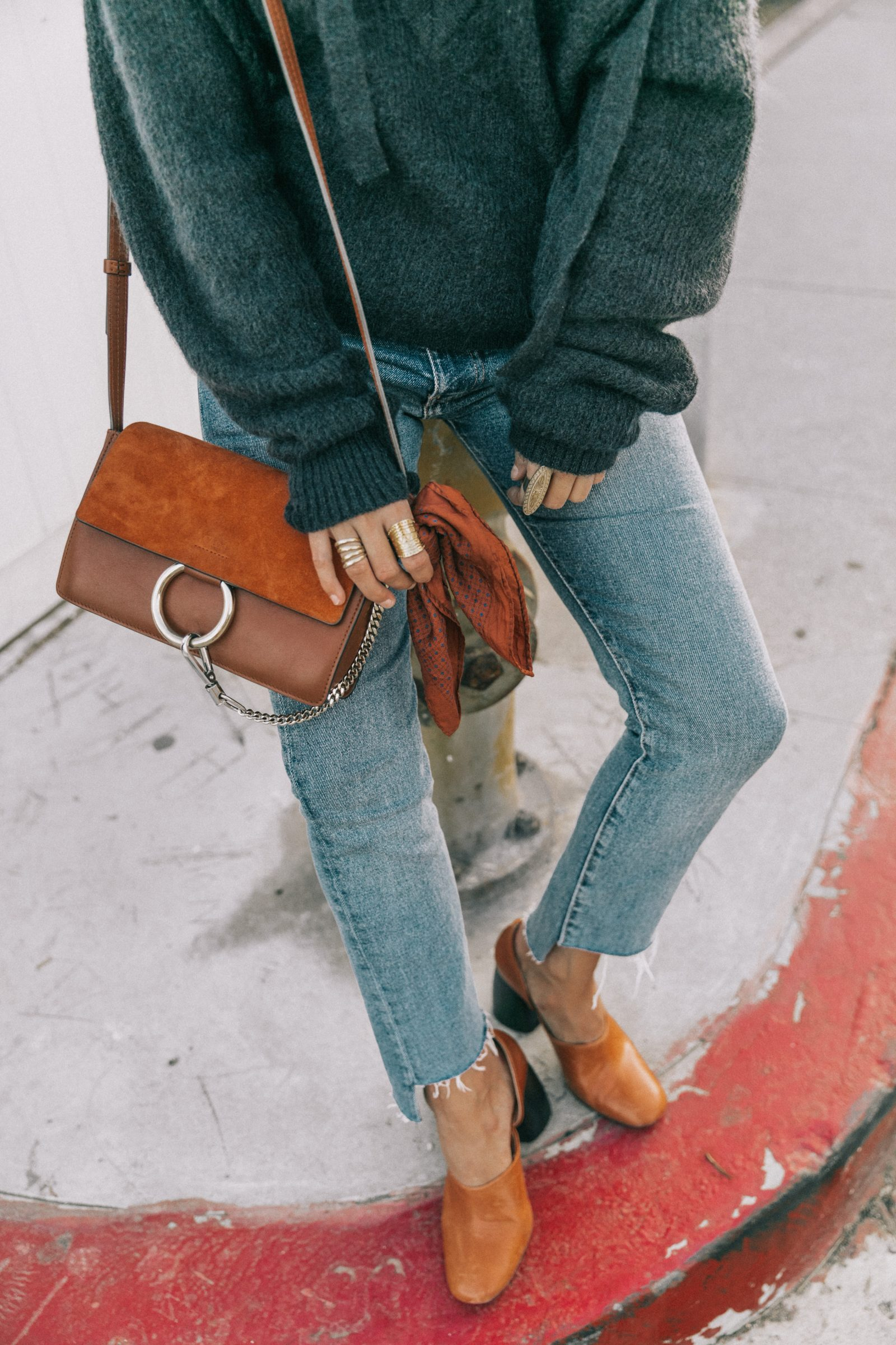 venice_beach-knotted_jumper-levis_jeans-chloe_bag-mango_shoes-horn_necklaces-outfit-street_style-los_angeles-collage_vintage-156