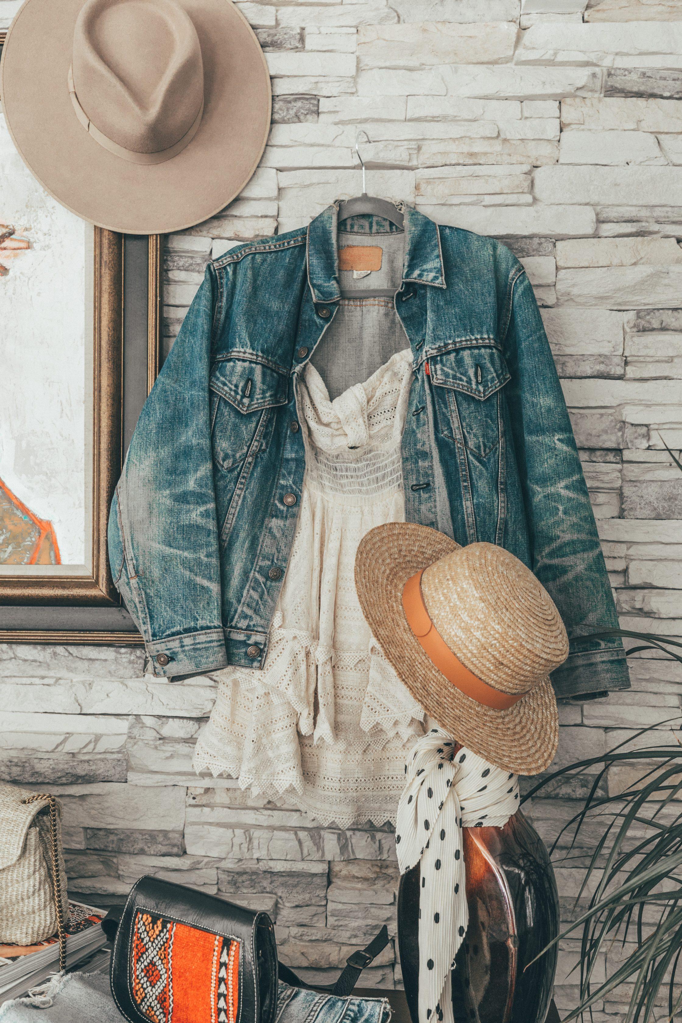 Sara's closet during Coachella 2018 El armario de Collage Vintage para Coachella 2018